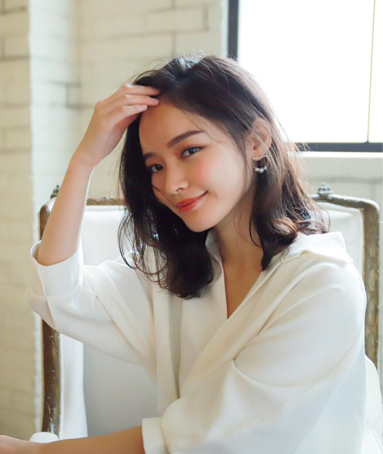大人ミディアムがすてき♡髪のアレンジ方法からヘアスタイルまで LeCoeur. 新