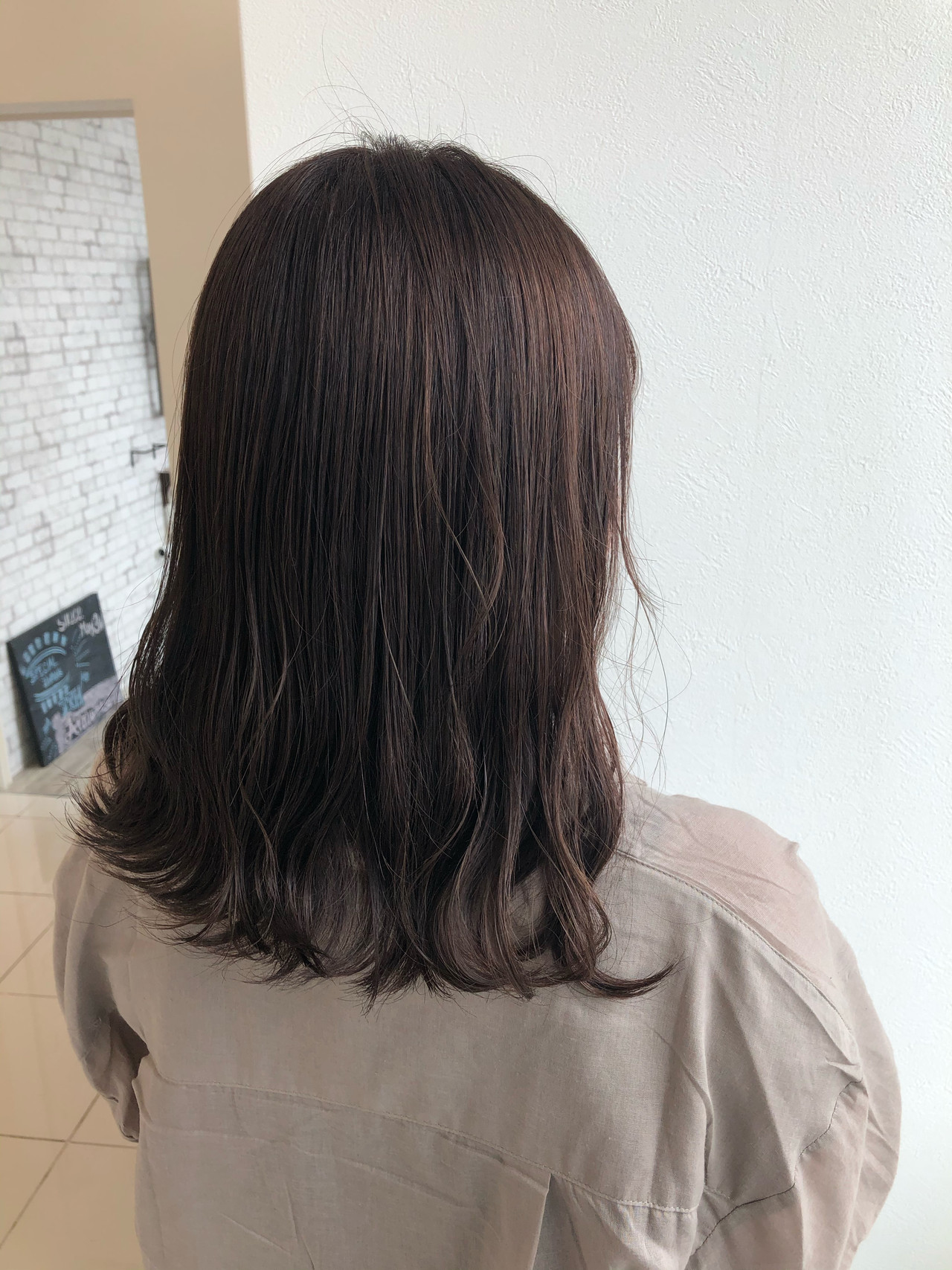 ミディアム フェミニン ベージュ ハイライト ヘアスタイルや髪型の写真・画像