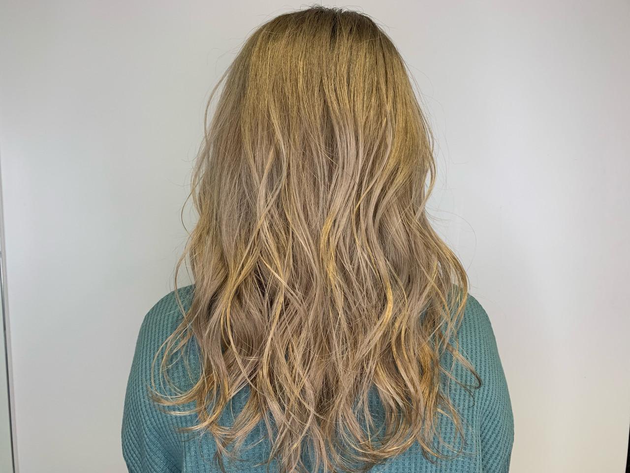 ミルクティーブラウン ガーリー ブロンドカラー セミロング ヘアスタイルや髪型の写真・画像