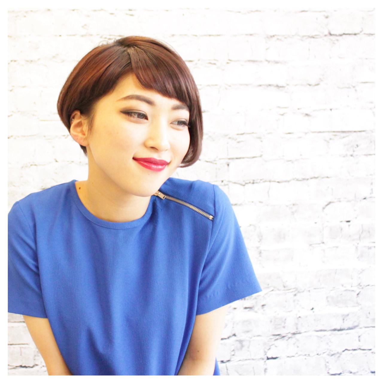 アシメな髪型トレンドカタログ2017♡セルフカット・アレンジ技も伝授♪ Syunichi Aoki/ bloom sweetヘアカラーを生かした艶髪のアシメショートはモード系な仕上がり。スパイスの効きがちなモードヘアは、毛先を丸いラインにスタイリングすることで丁度良い女性らしさになります。ヘルシー系アシメショート