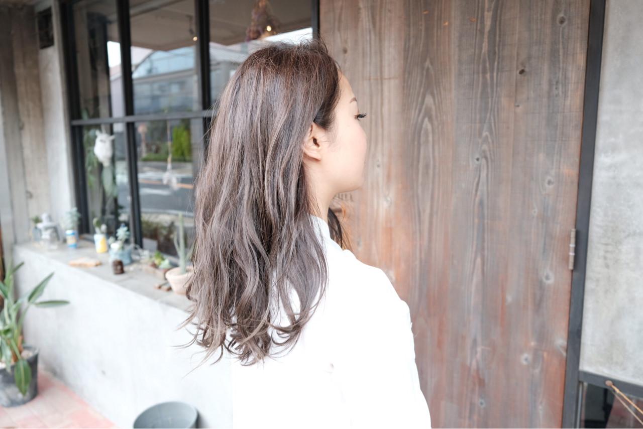 ラベンダーアッシュ ロング グレージュ 外国人風 ヘアスタイルや髪型の写真・画像