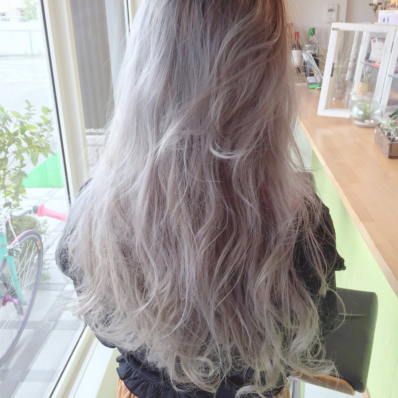 ロング アッシュ ホワイト ストリート ヘアスタイルや髪型の写真・画像