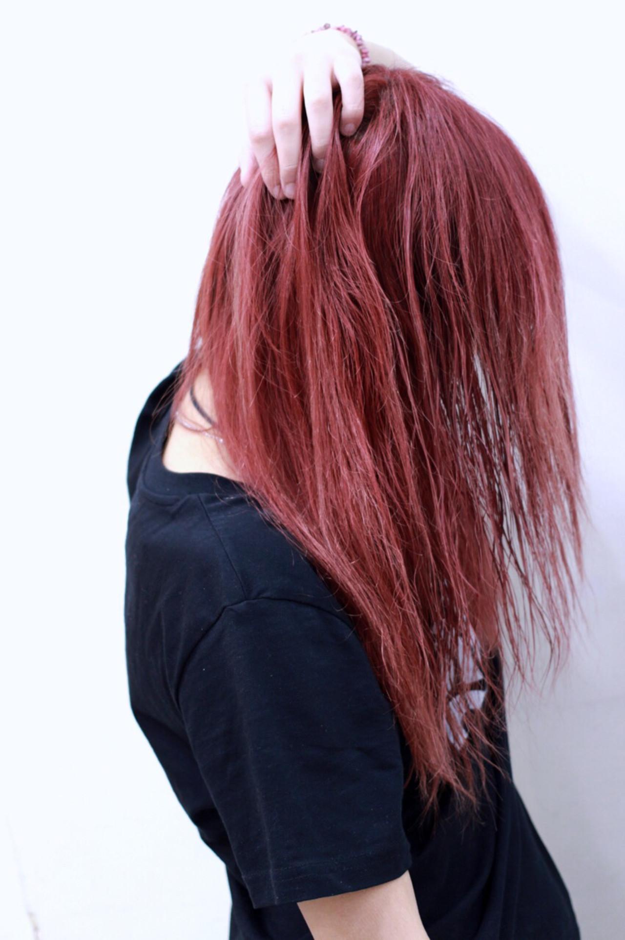 レッド セミロング 外国人風 ダブルカラー ヘアスタイルや髪型の写真・画像