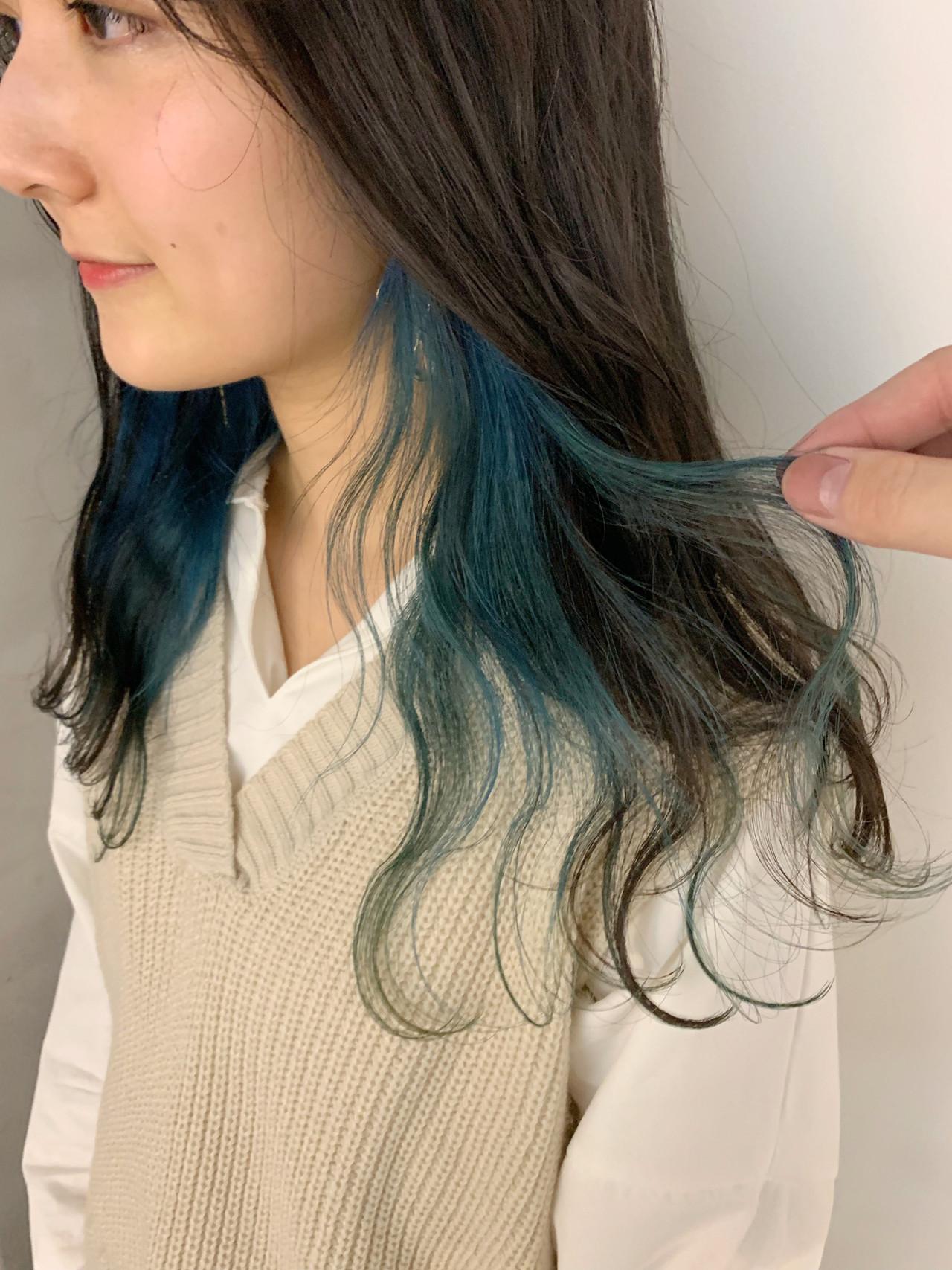 ロング ターコイズブルー インナーブルー 波ウェーブ ヘアスタイルや髪型の写真・画像