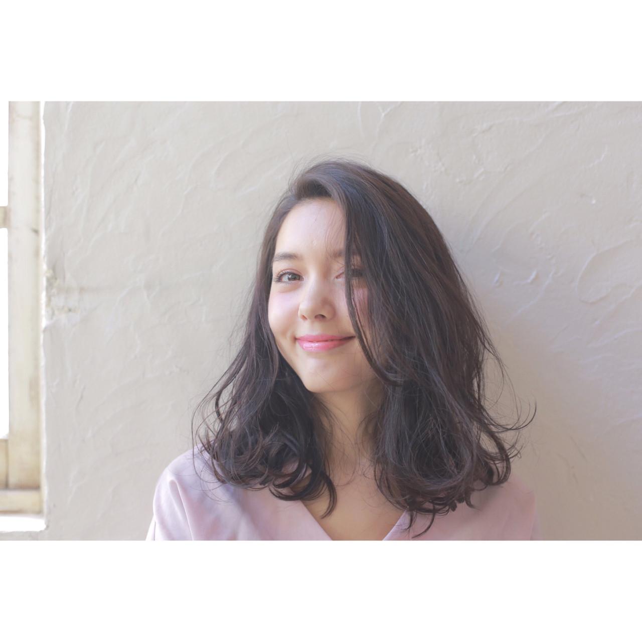 ニュアンス 大人女子 小顔 黒髪 ヘアスタイルや髪型の写真・画像