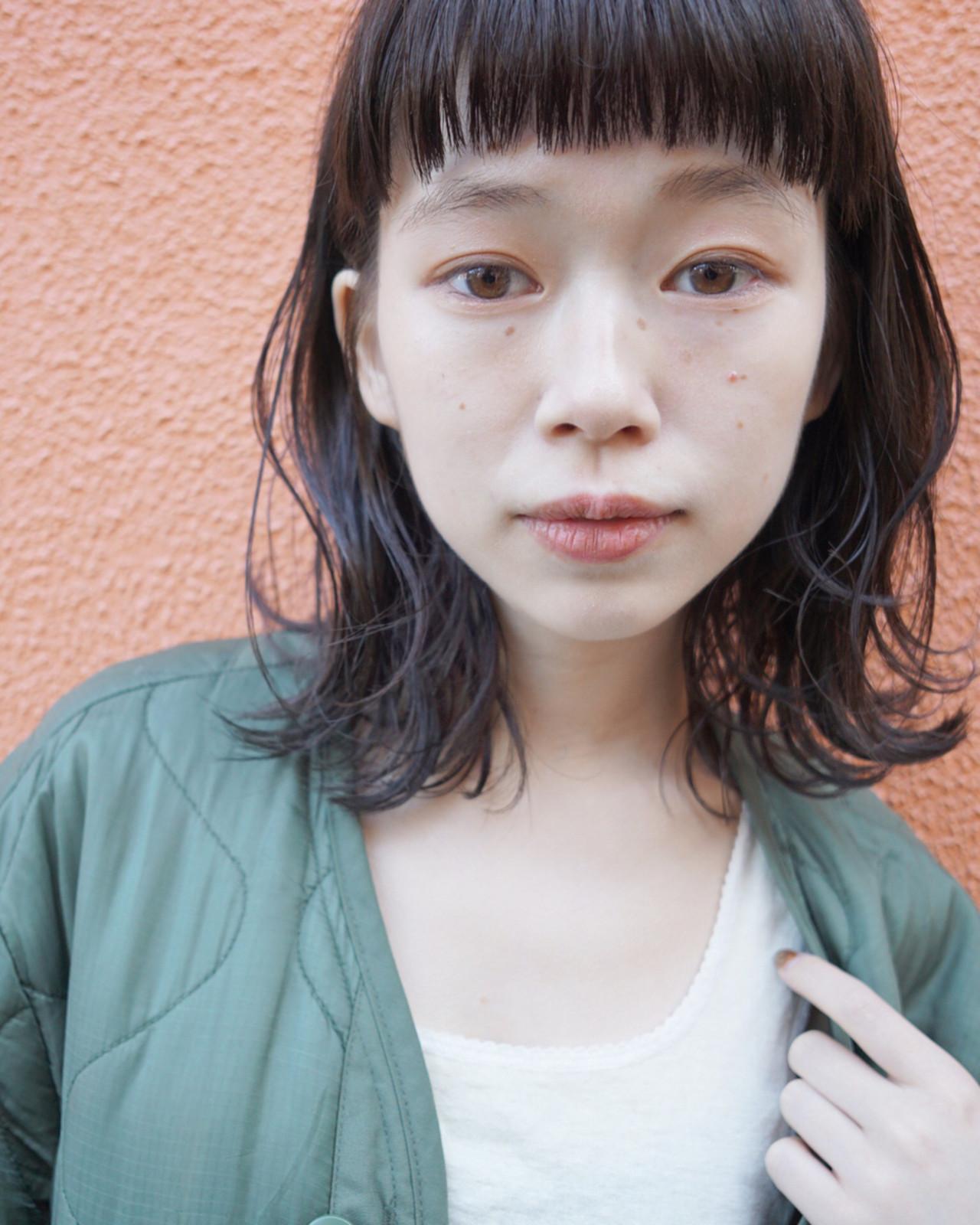 ミディアム 暗髪 パーマ ナチュラル ヘアスタイルや髪型の写真・画像   UEKI/nanuk / nanuk二子玉川
