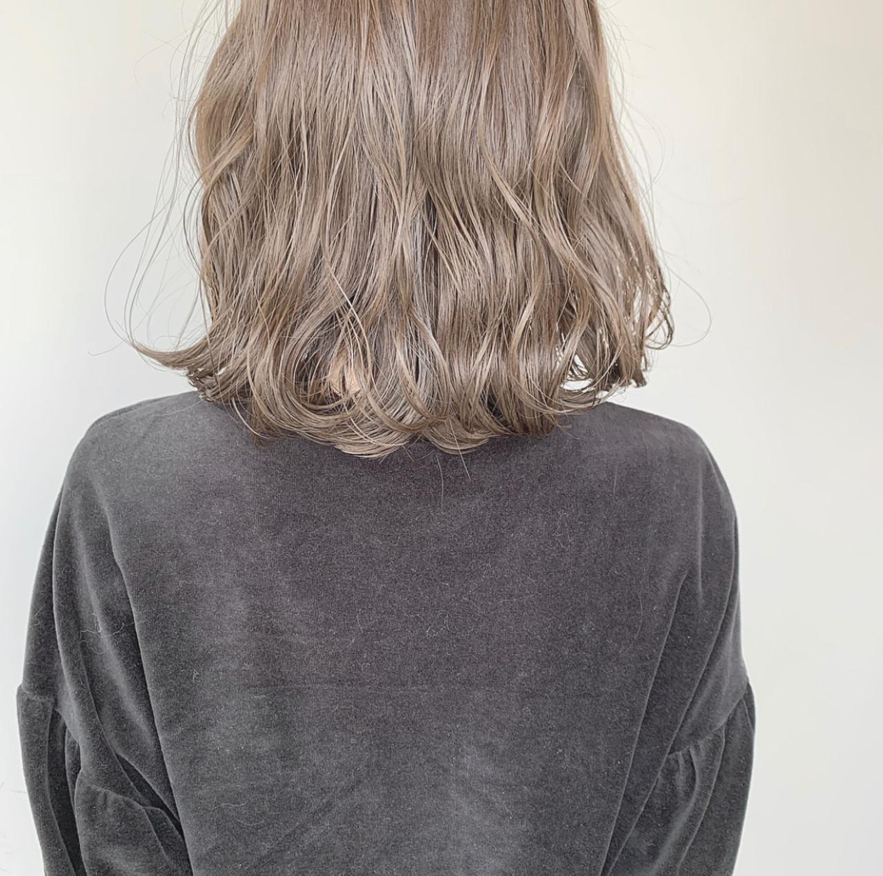 大人かわいい シアーベージュ アンニュイほつれヘア 外国人風カラー ヘアスタイルや髪型の写真・画像