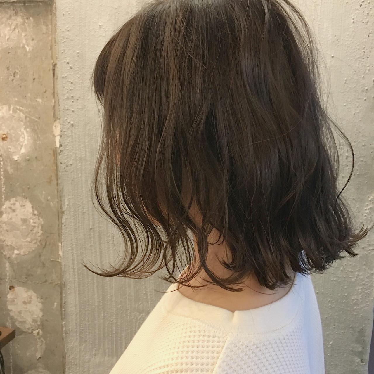 リラックス 秋 ボブ オフィス ヘアスタイルや髪型の写真・画像   冨永 真太郎 / 人トナリ