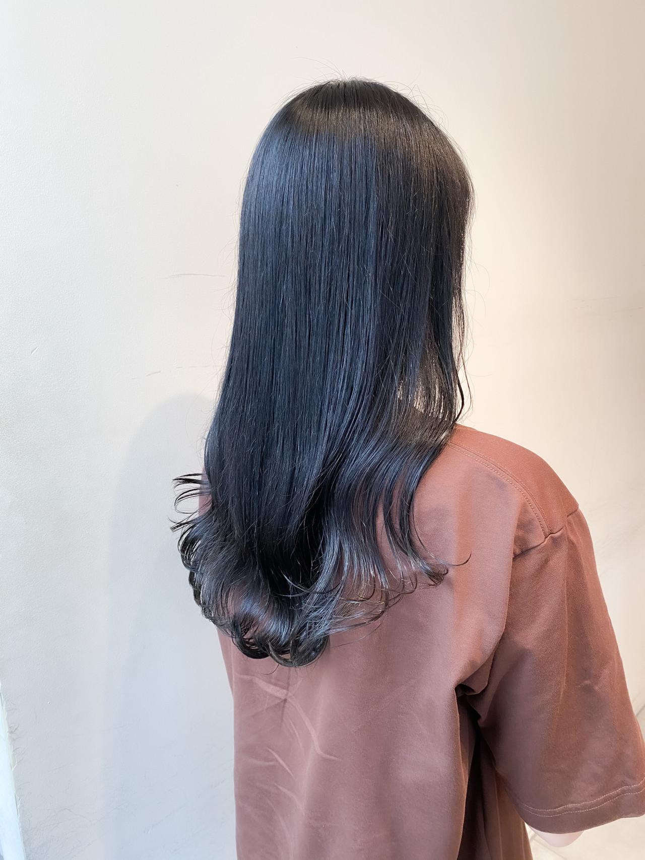 ナチュラル ブルーブラック セミロング インナーカラー ヘアスタイルや髪型の写真・画像