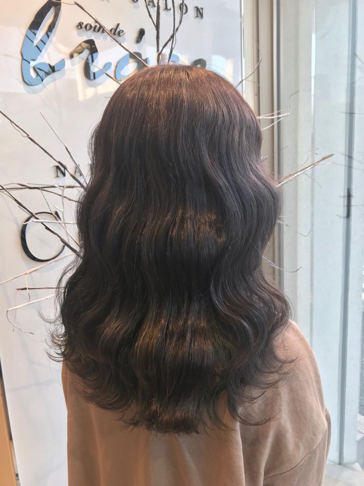 セミロング グレージュ 外国人風カラー ラベンダーアッシュ ヘアスタイルや髪型の写真・画像   生木竜矢 / soin de brace