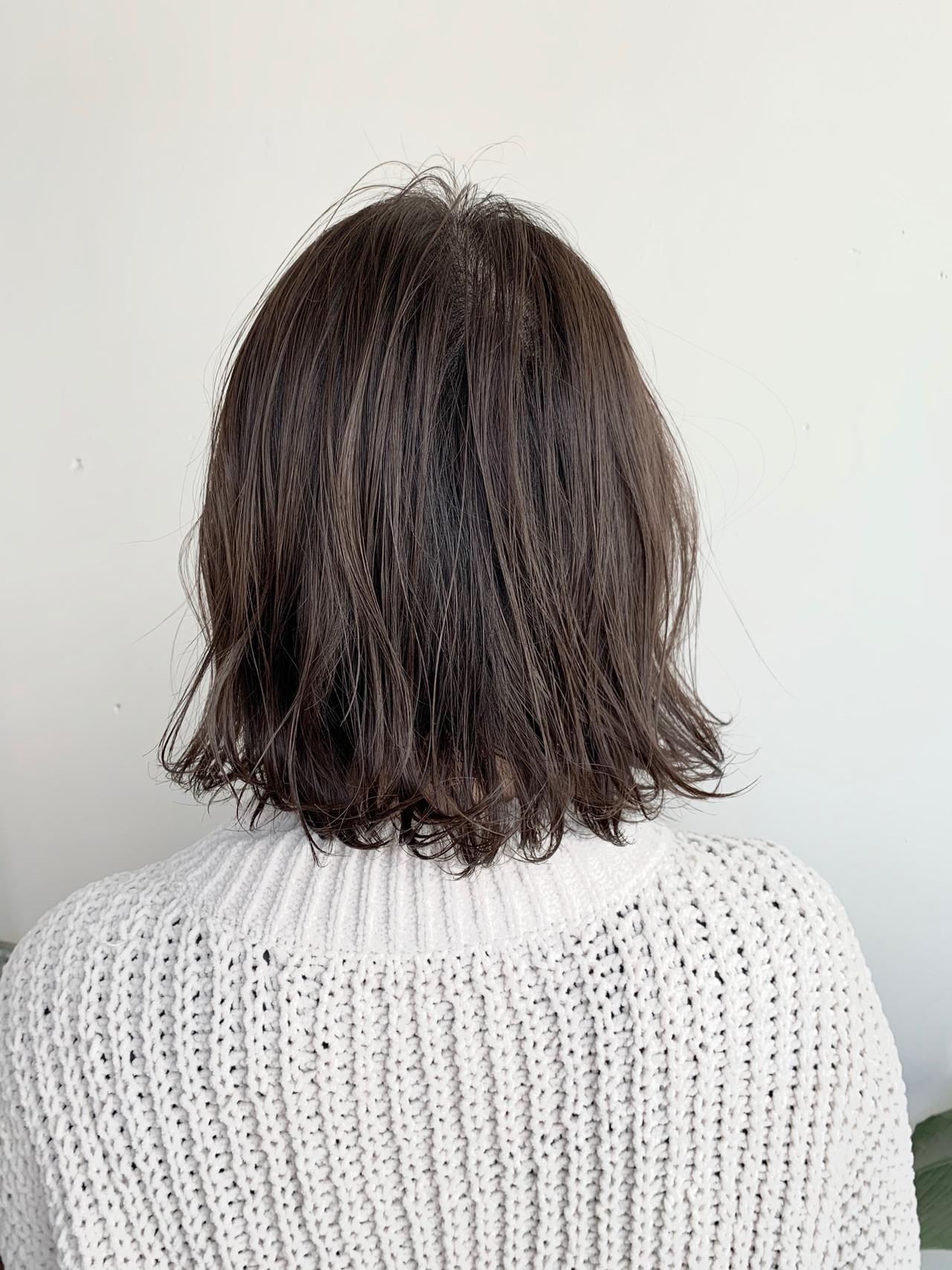 ブラウンベージュ ミディアム 切りっぱなしボブ ヌーディーベージュ ヘアスタイルや髪型の写真・画像 | ハシモト シュン / Zina