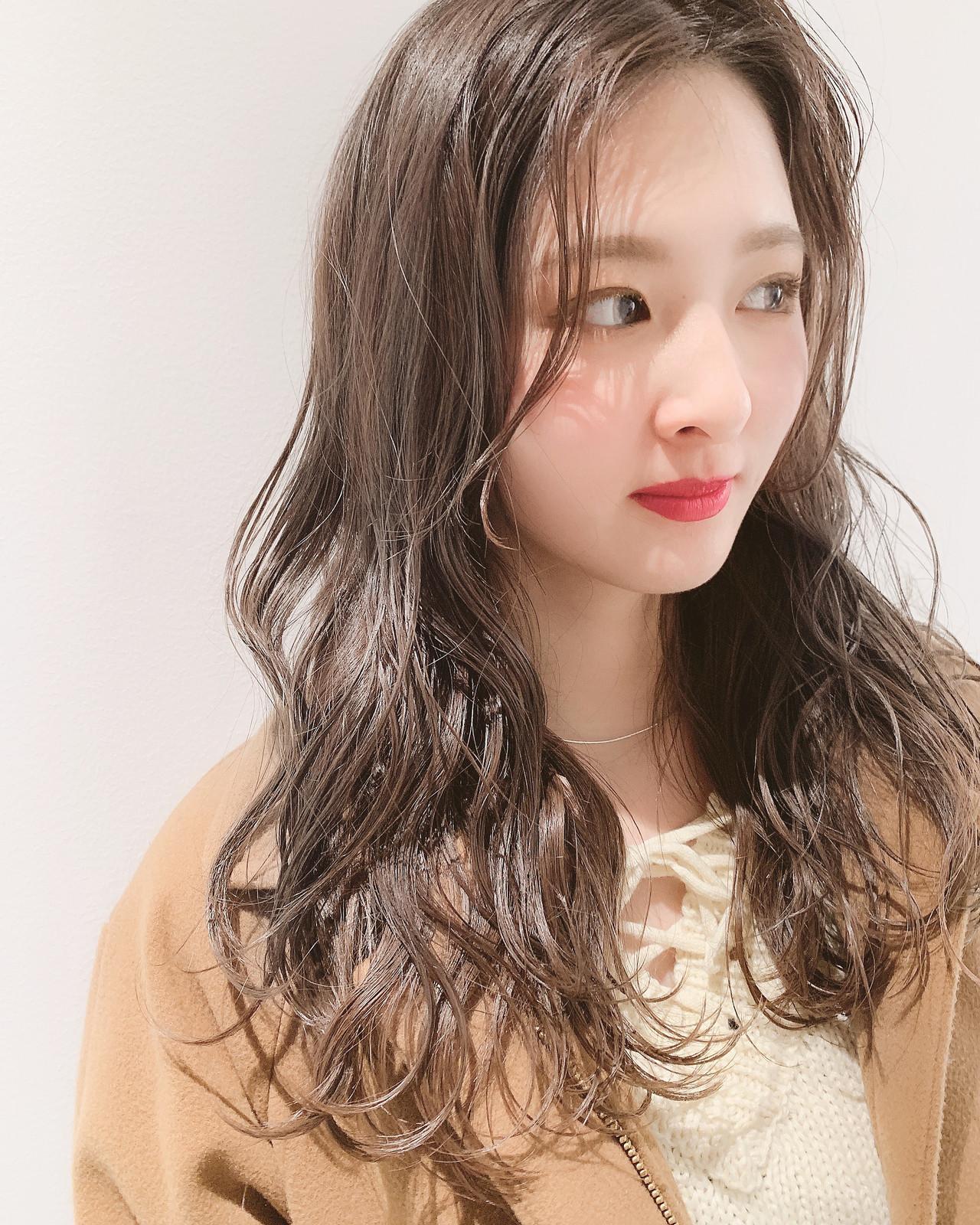 外国人風 ミルクティーグレージュ ロング 大人かわいい ヘアスタイルや髪型の写真・画像 | 中村明俊 / AUBE hair
