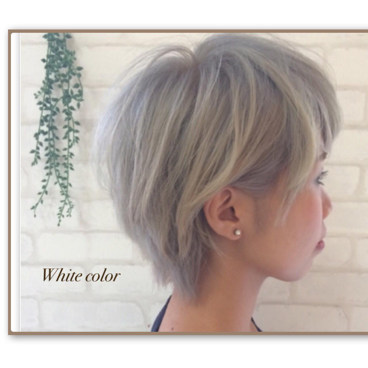 ブリーチ ホワイトアッシュ ガーリー ショート ヘアスタイルや髪型の写真・画像