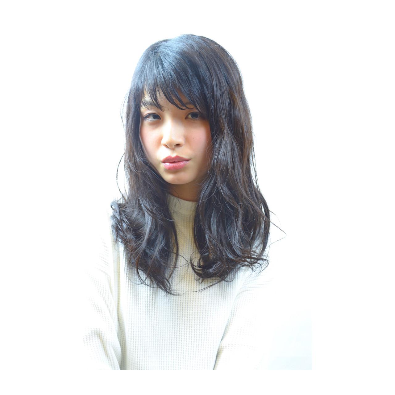 ナチュラル セミロング 大人女子 黒髪 ヘアスタイルや髪型の写真・画像