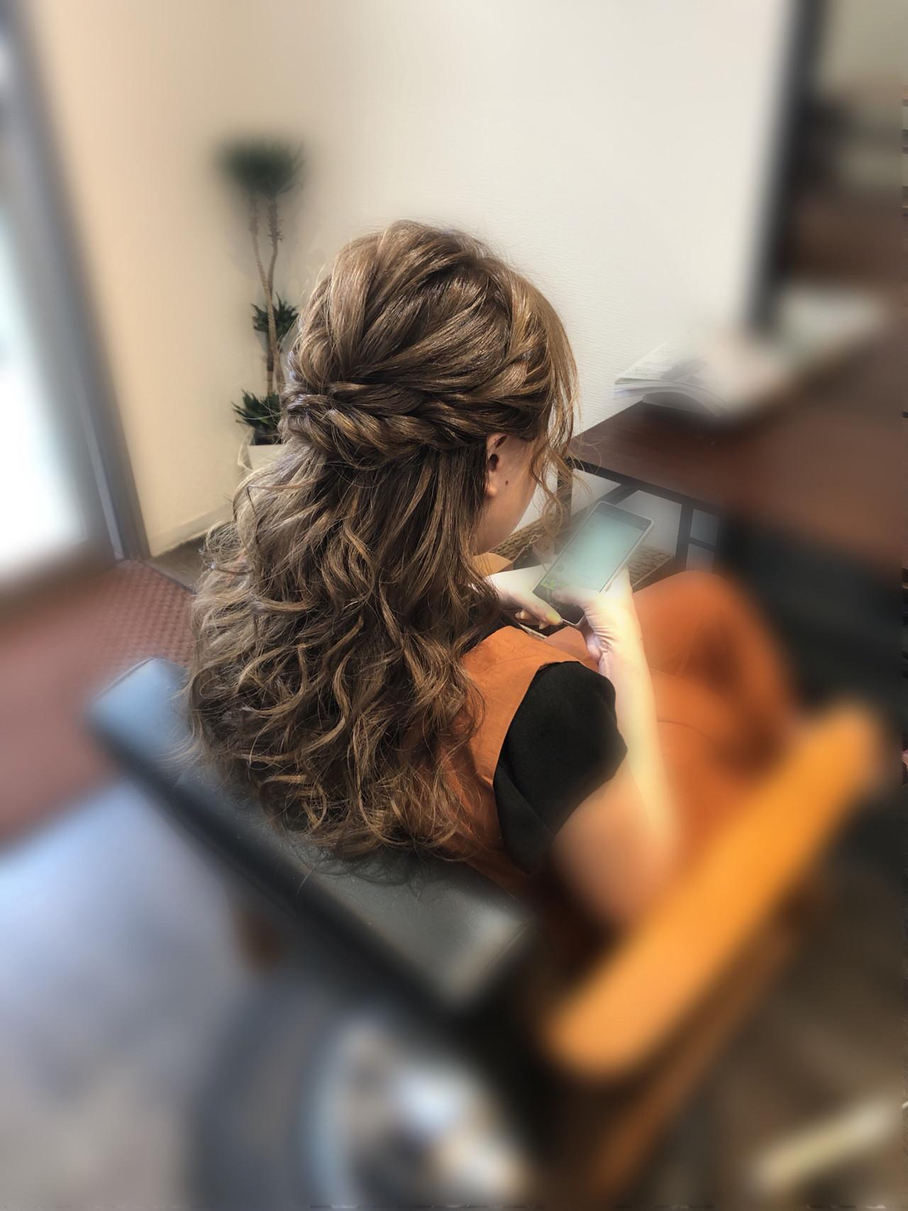 セミロング ねじり ハーフアップ ヘアアレンジ ヘアスタイルや髪型の写真・画像   mai / HAIR SALON STELLA