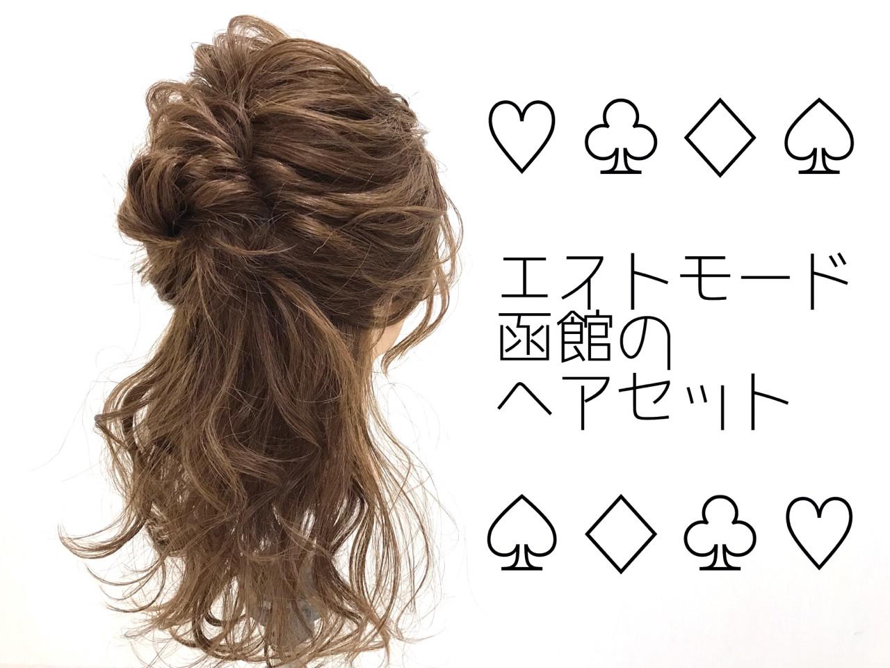 簡単ヘアアレンジ ミディアム フェミニン オフィス ヘアスタイルや髪型の写真・画像