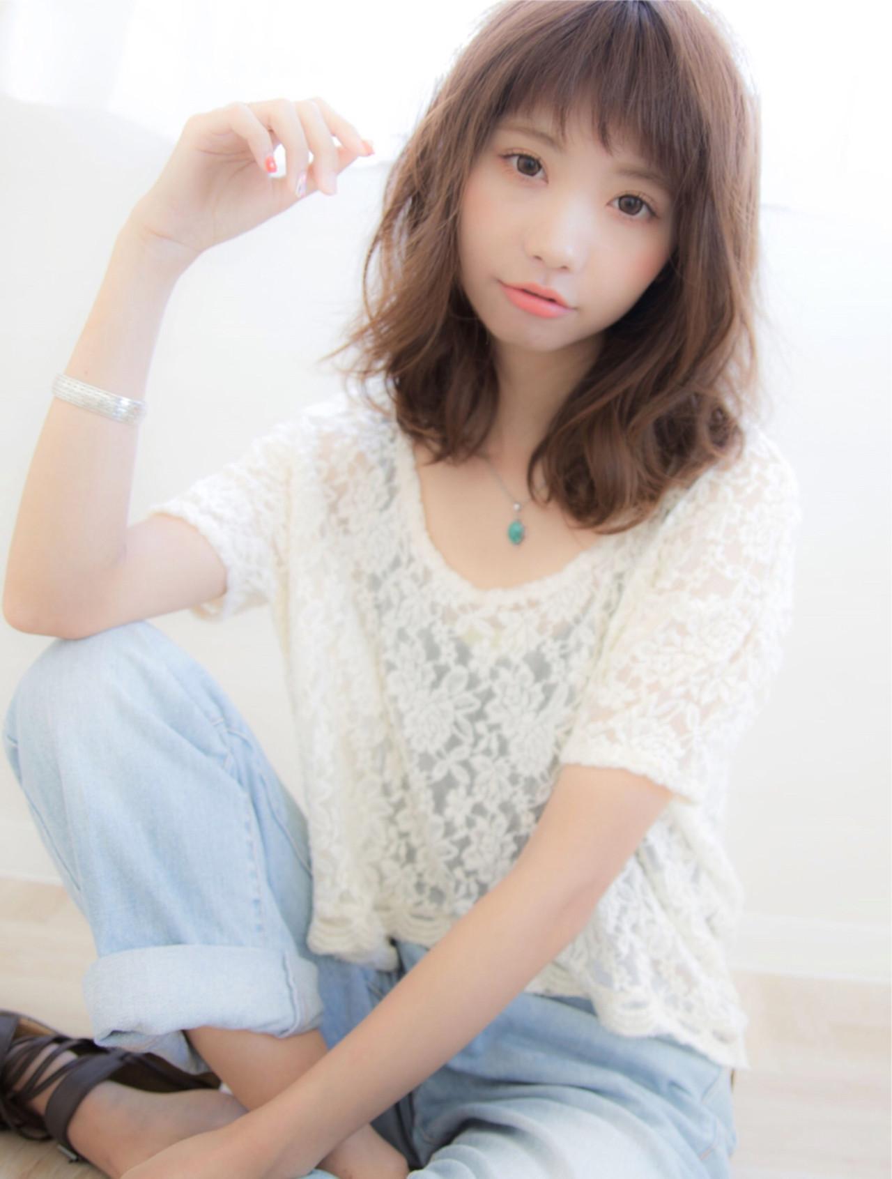 ゆるふわ 前髪あり ミディアム 大人かわいい ヘアスタイルや髪型の写真・画像   今井 寛子 / LOUIMADNA栄