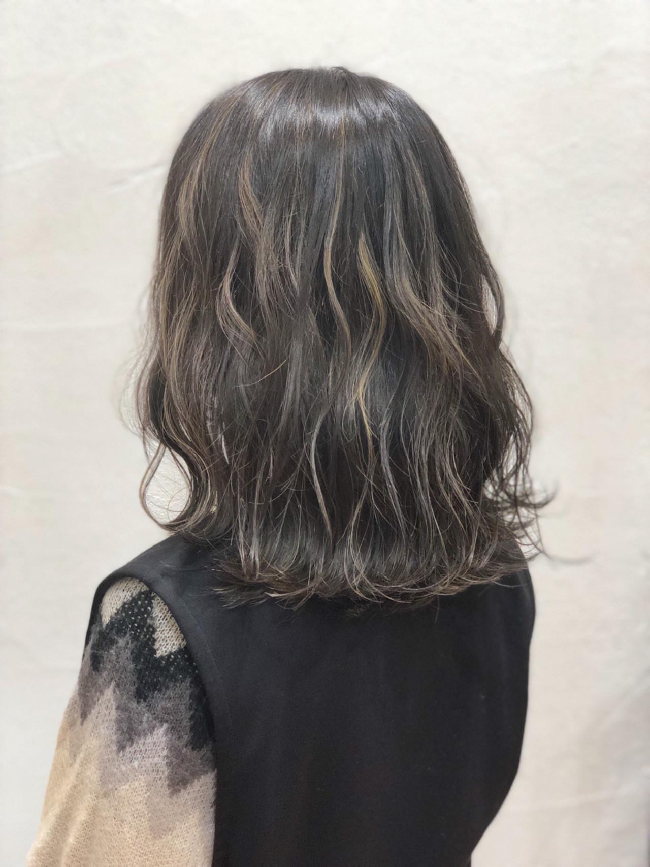 ナチュラル セミロング 透明感 ハイライト ヘアスタイルや髪型の写真・画像
