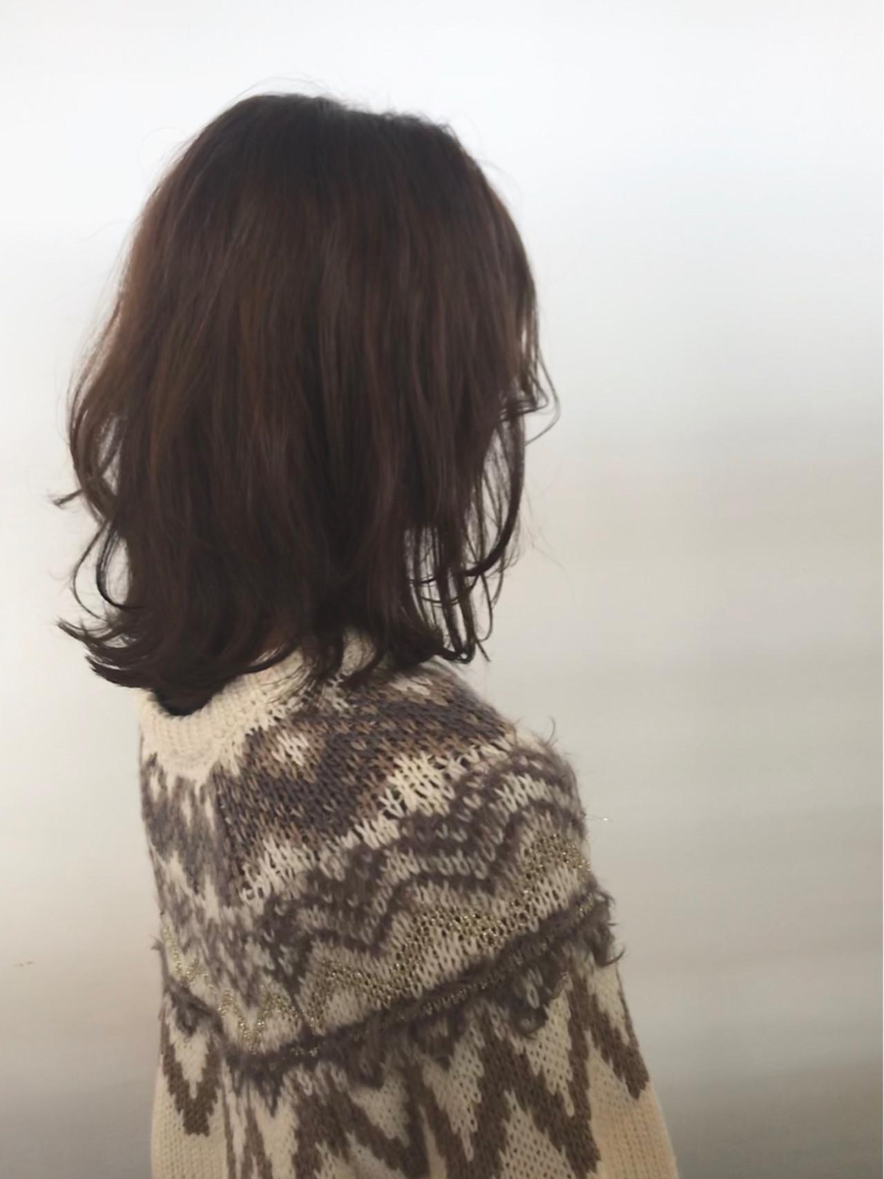 切りっぱなし 外ハネ ボブ アンニュイ ヘアスタイルや髪型の写真・画像