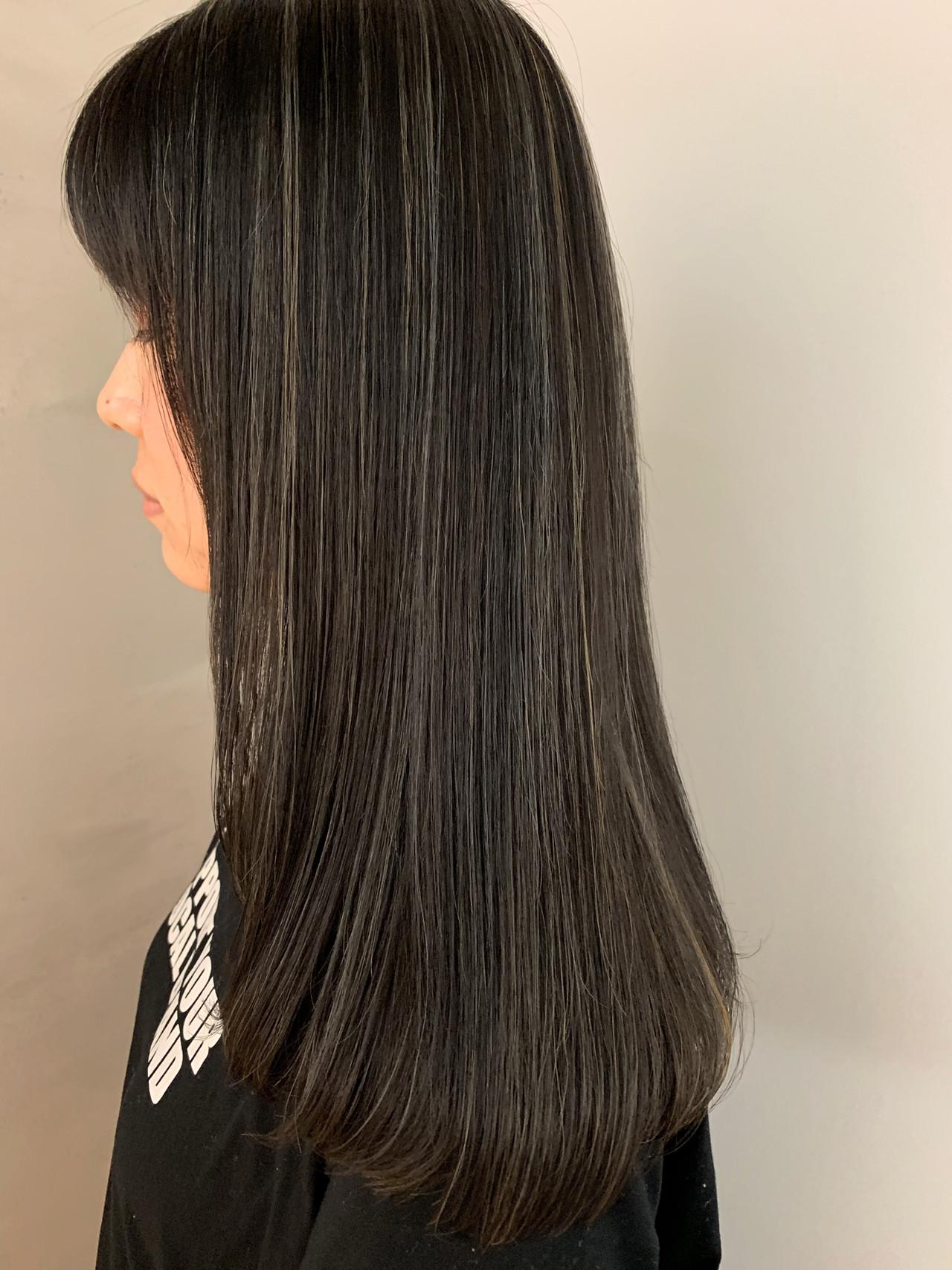 ホワイトハイライト ナチュラル グレージュ ハイライト ヘアスタイルや髪型の写真・画像