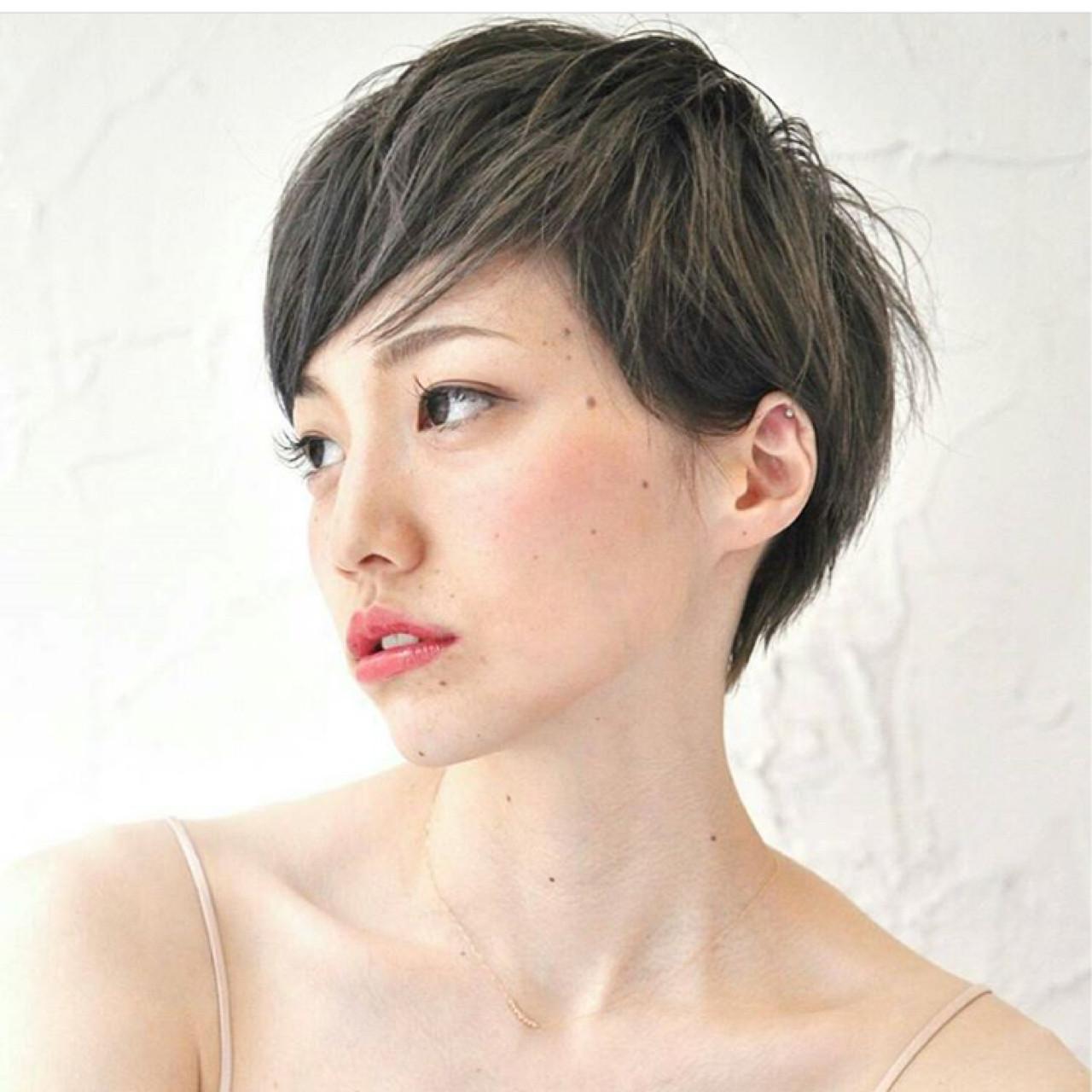 アッシュ フェミニン 大人女子 こなれ感 ヘアスタイルや髪型の写真・画像 | KAHO YANAGIHARA /