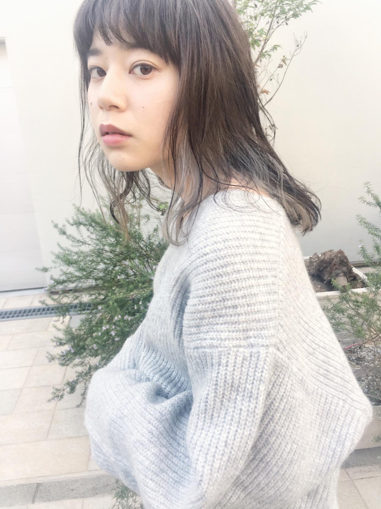 アンニュイ 秋 外国人風 ウェーブ ヘアスタイルや髪型の写真・画像