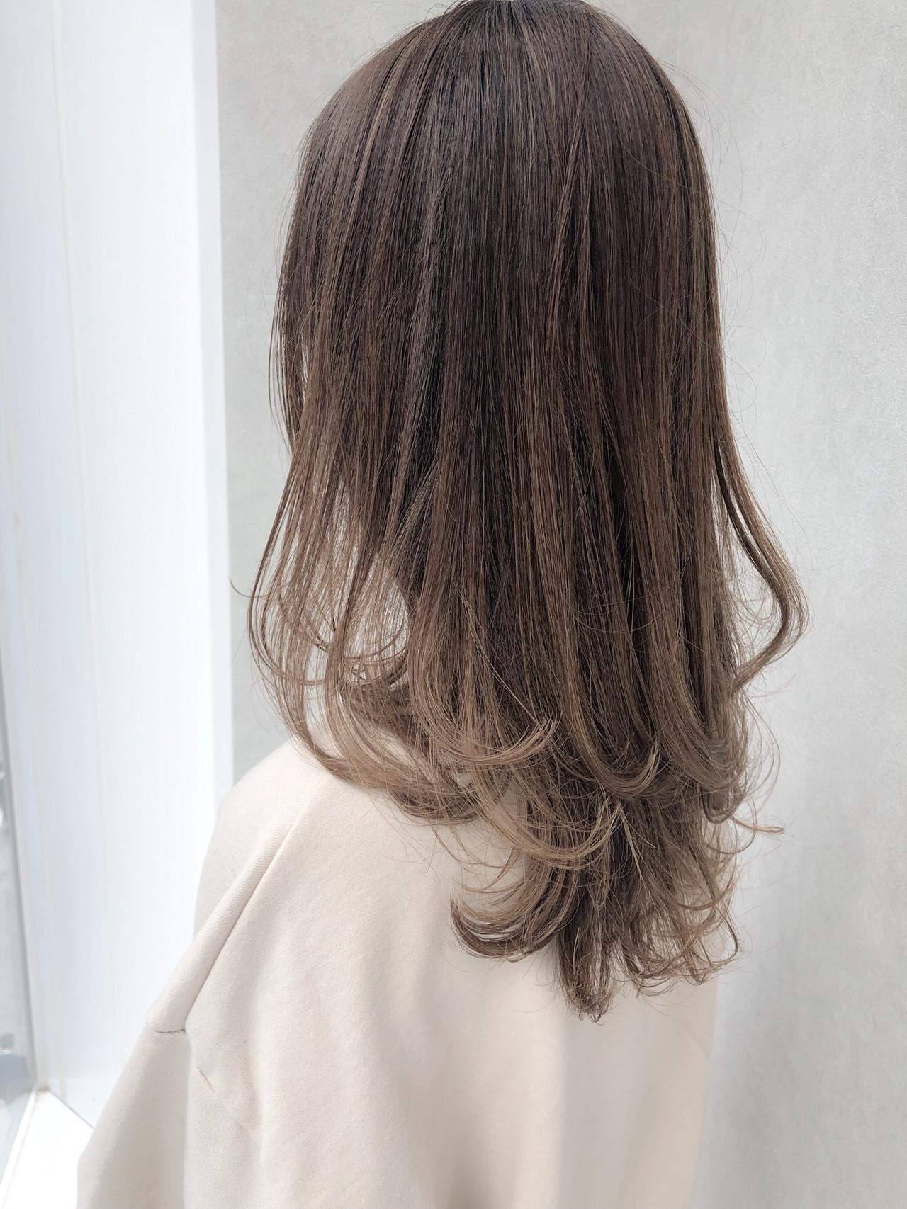 デート パーマ ロング オフィス ヘアスタイルや髪型の写真・画像