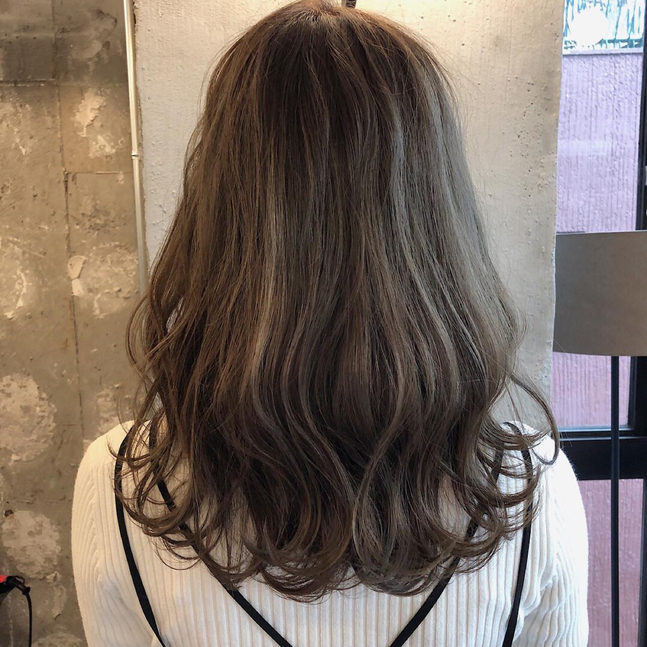 ミディアム 結婚式 ヘアアレンジ アンニュイ ヘアスタイルや髪型の写真・画像   冨永 真太郎 / 人トナリ