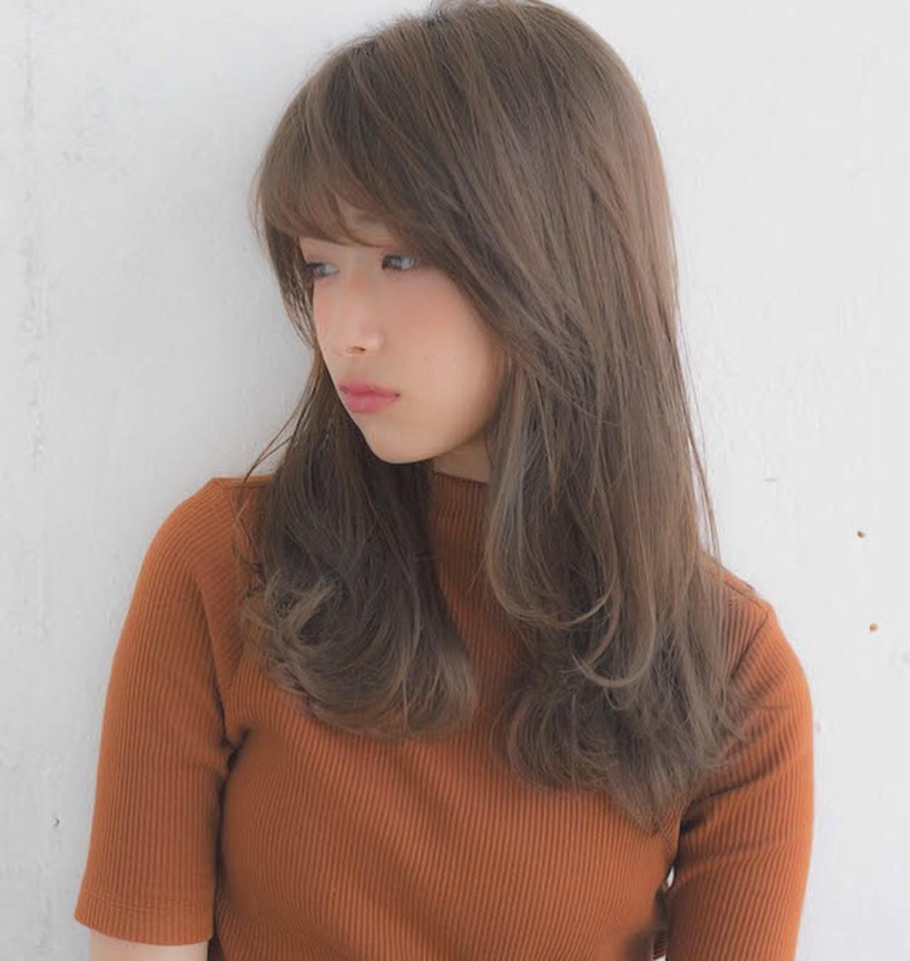 前髪 フェミニン アンニュイほつれヘア グレージュ ヘアスタイルや髪型の写真・画像