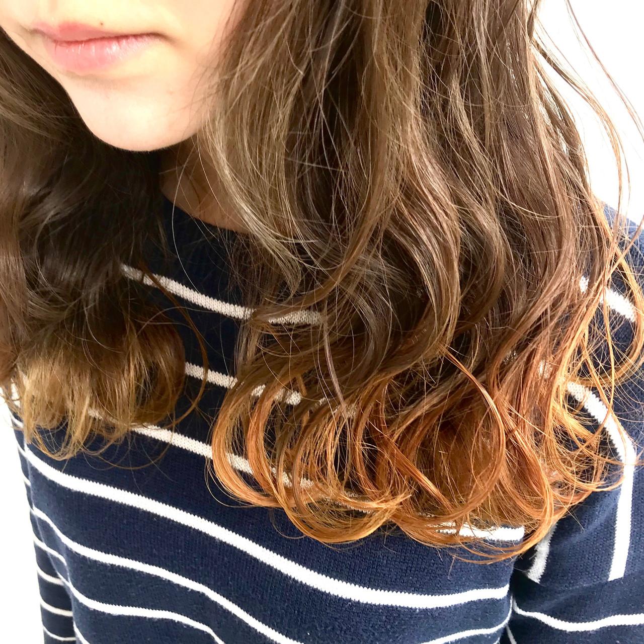 裾カラー デート インナーカラー グラデーションカラー ヘアスタイルや髪型の写真・画像