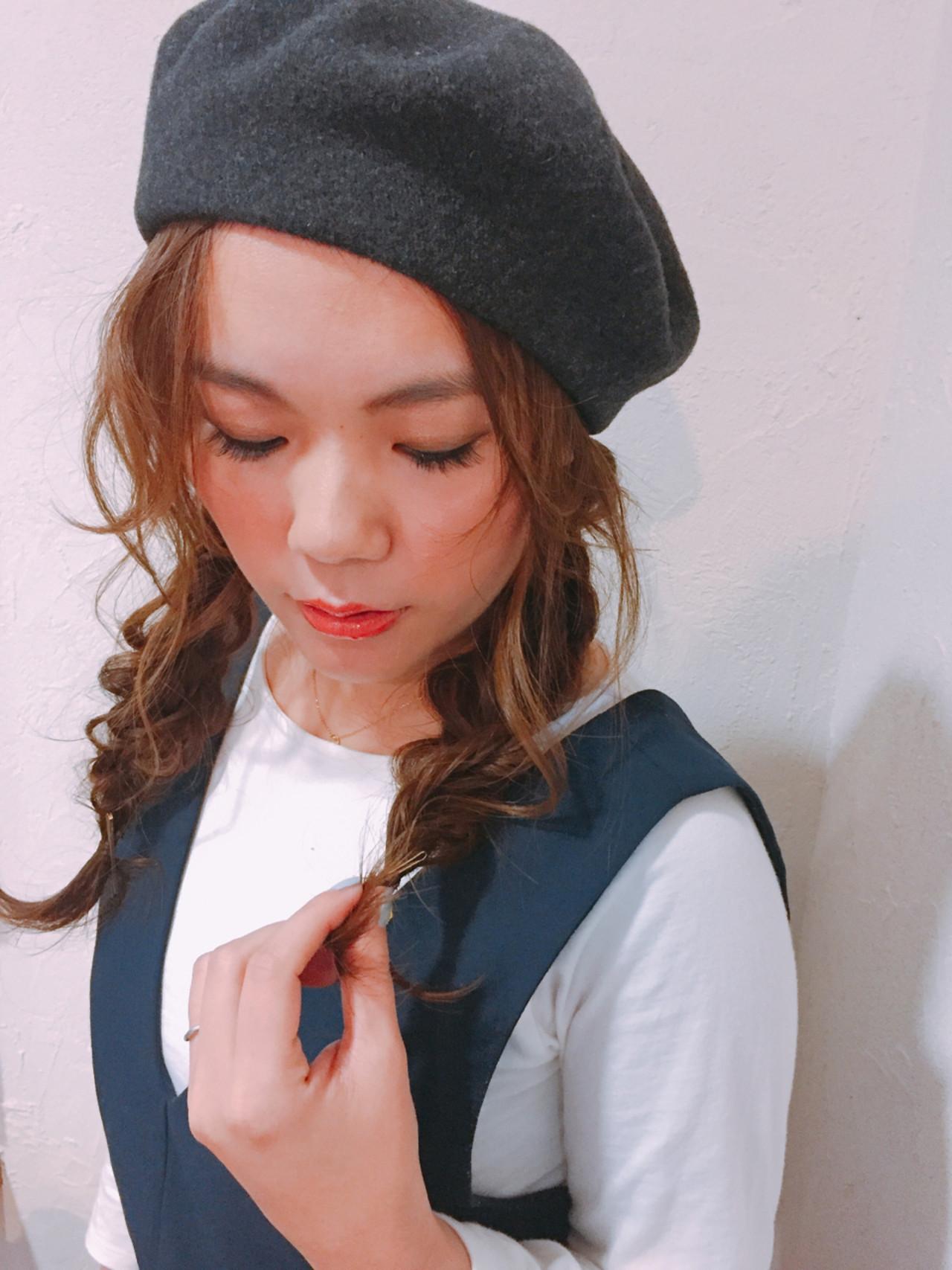 ベレー帽 編み込み ロング ナチュラル ヘアスタイルや髪型の写真・画像