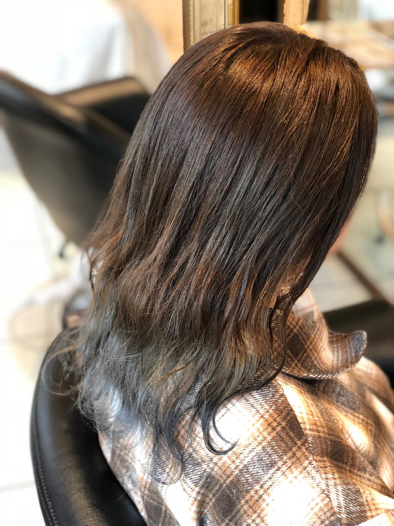 グラデーションカラー ナチュラル セミロング シルバー ヘアスタイルや髪型の写真・画像 | 永井大樹 / FENICE on the beach