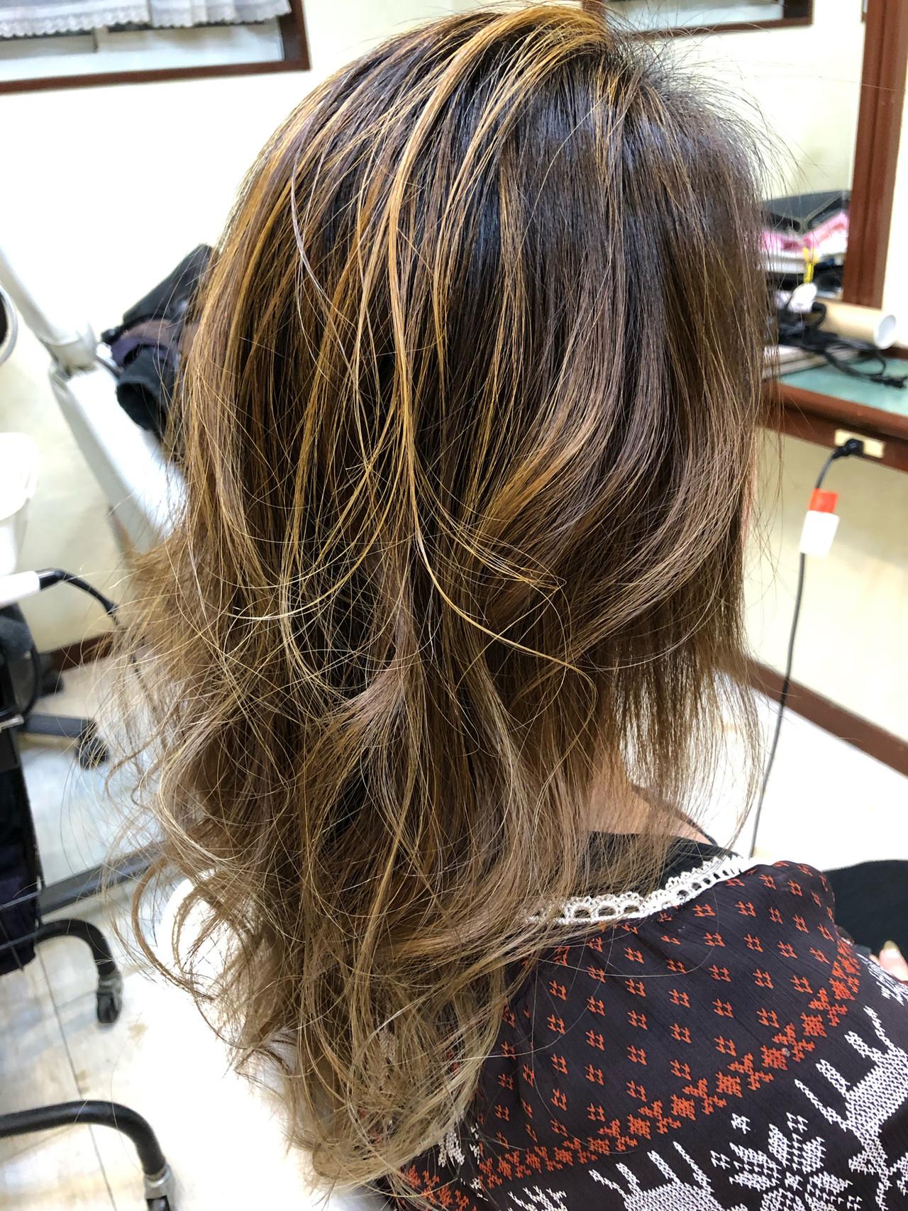 ガーリー 外国人風 バレイヤージュ ゆるふわ ヘアスタイルや髪型の写真・画像