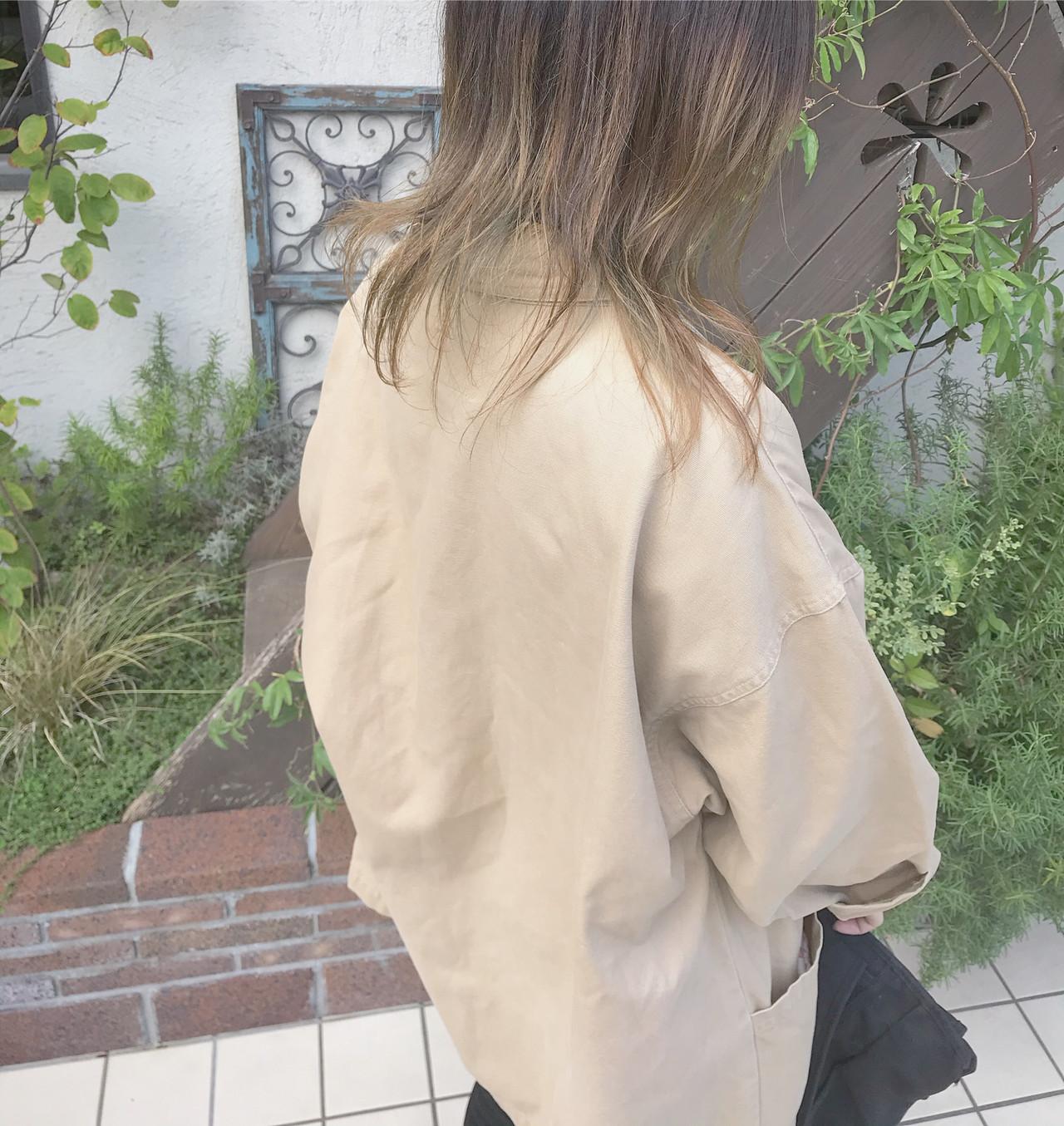 グラデーションカラー ベージュ ミディアム ウルフカット ヘアスタイルや髪型の写真・画像
