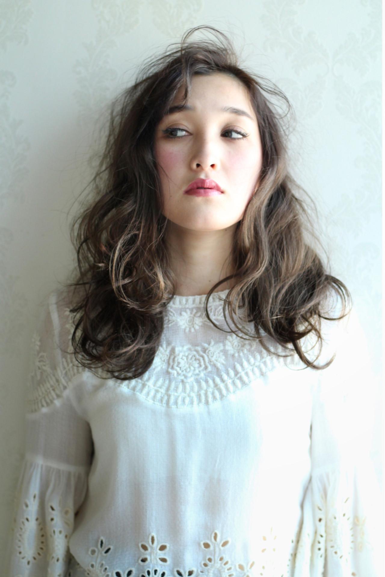 外国人風 ガーリー ハイライト セミロング ヘアスタイルや髪型の写真・画像 | 太賀雄己 / FROH  (フロウ)