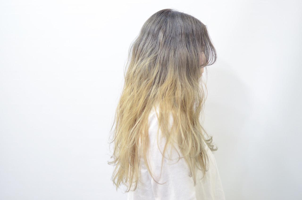 バレイヤージュ アッシュ ロング グラデーションカラー ヘアスタイルや髪型の写真・画像 | Akane Ueda / Chillin Room