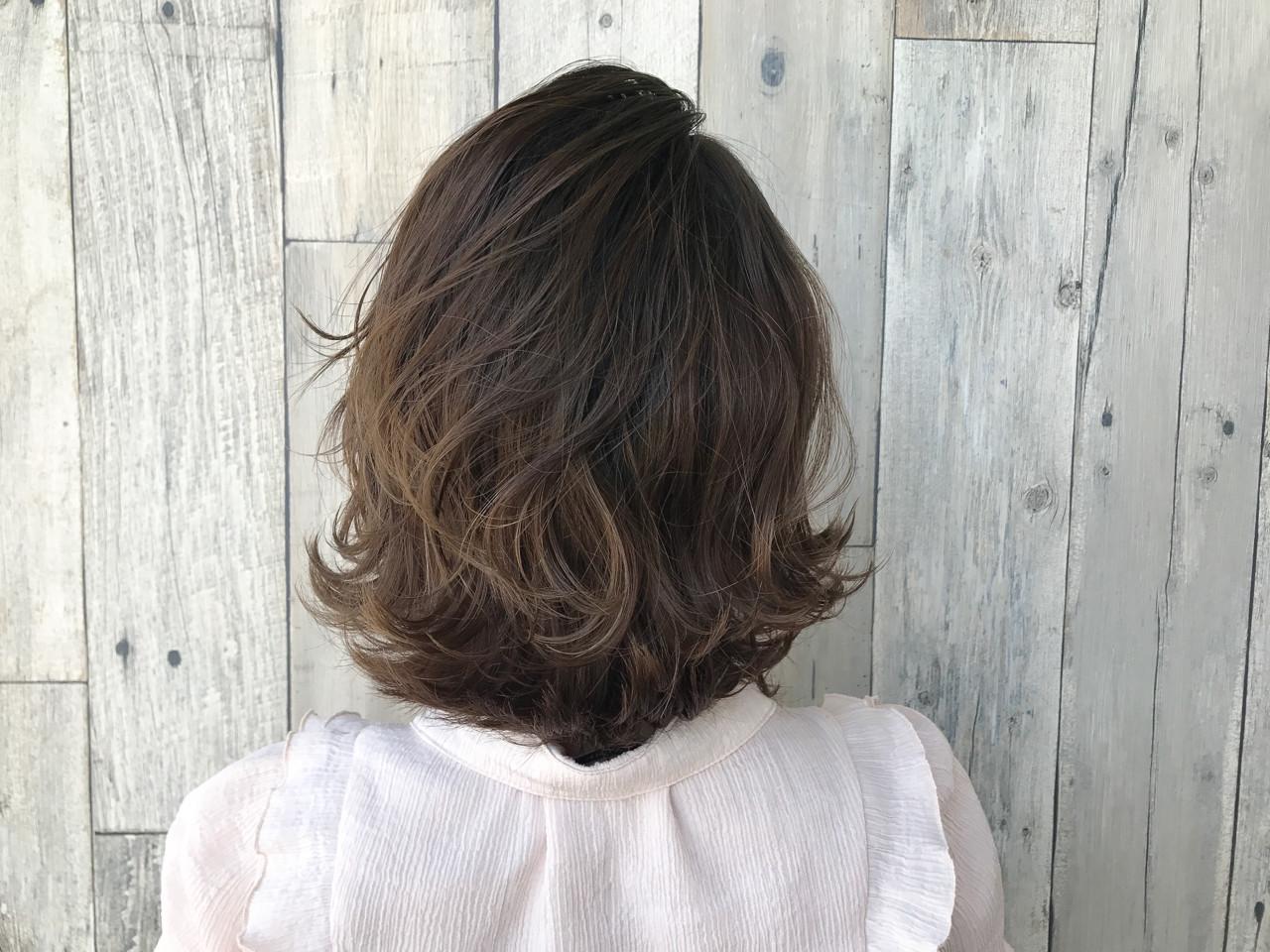 ミディアム ハイライト 色気 波ウェーブ ヘアスタイルや髪型の写真・画像 | 宇渡 裕一 / Lillie hair&spa