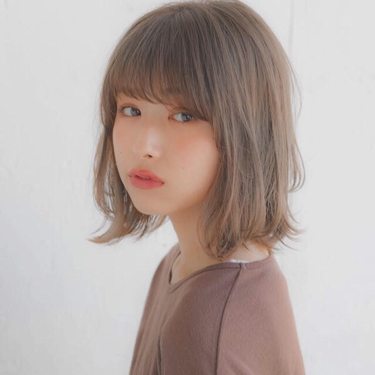 グレージュ 大人かわいい パーマ フェミニン ヘアスタイルや髪型の写真・画像