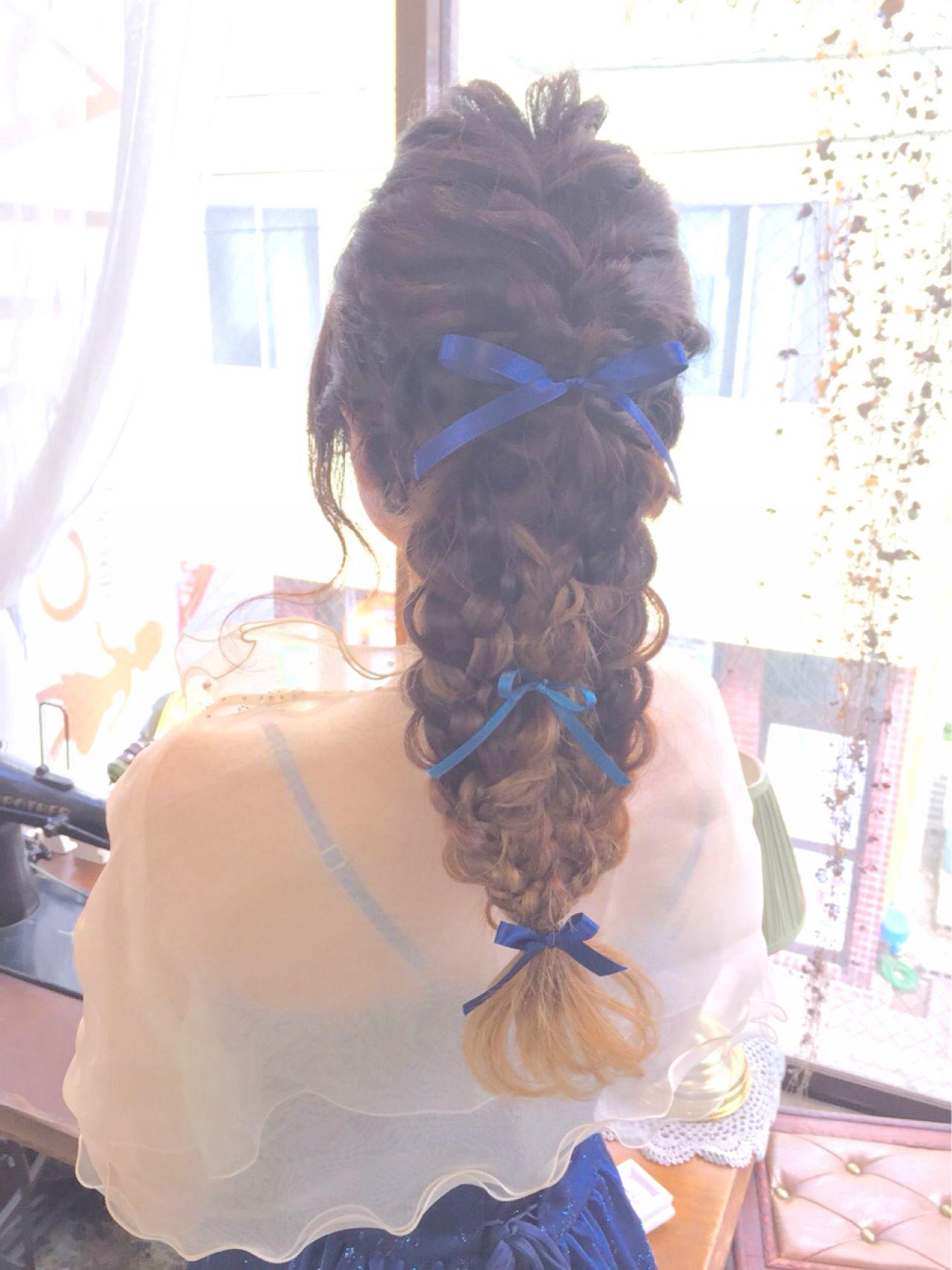 ガーリー 結婚式 三つ編み 編み込み ヘアスタイルや髪型の写真・画像