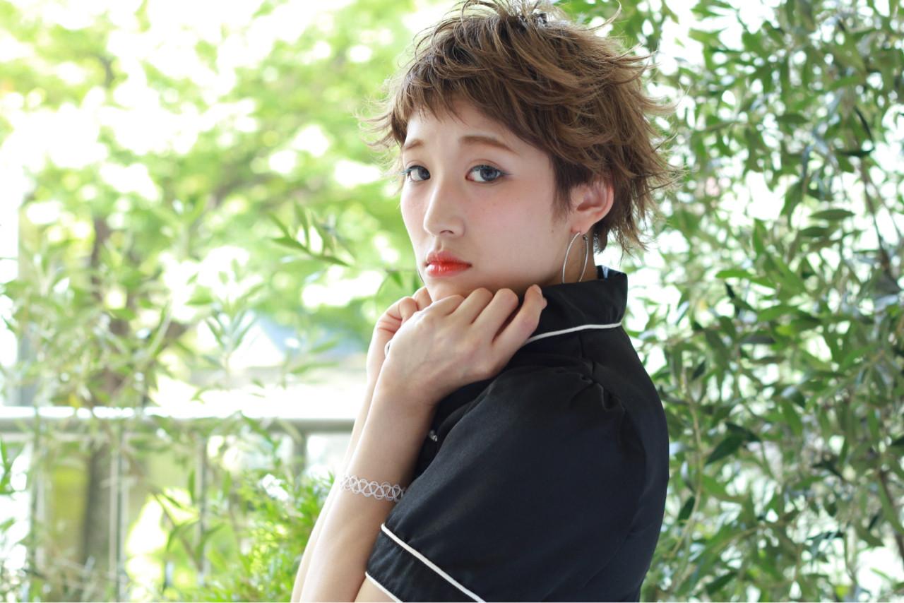 ショート ハイライト グレージュ ガーリー ヘアスタイルや髪型の写真・画像 | 須賀 ユウスケ / Rizm