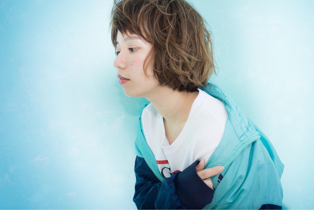 前髪あり メンズ パーマ ハイライト ヘアスタイルや髪型の写真・画像 | mako /