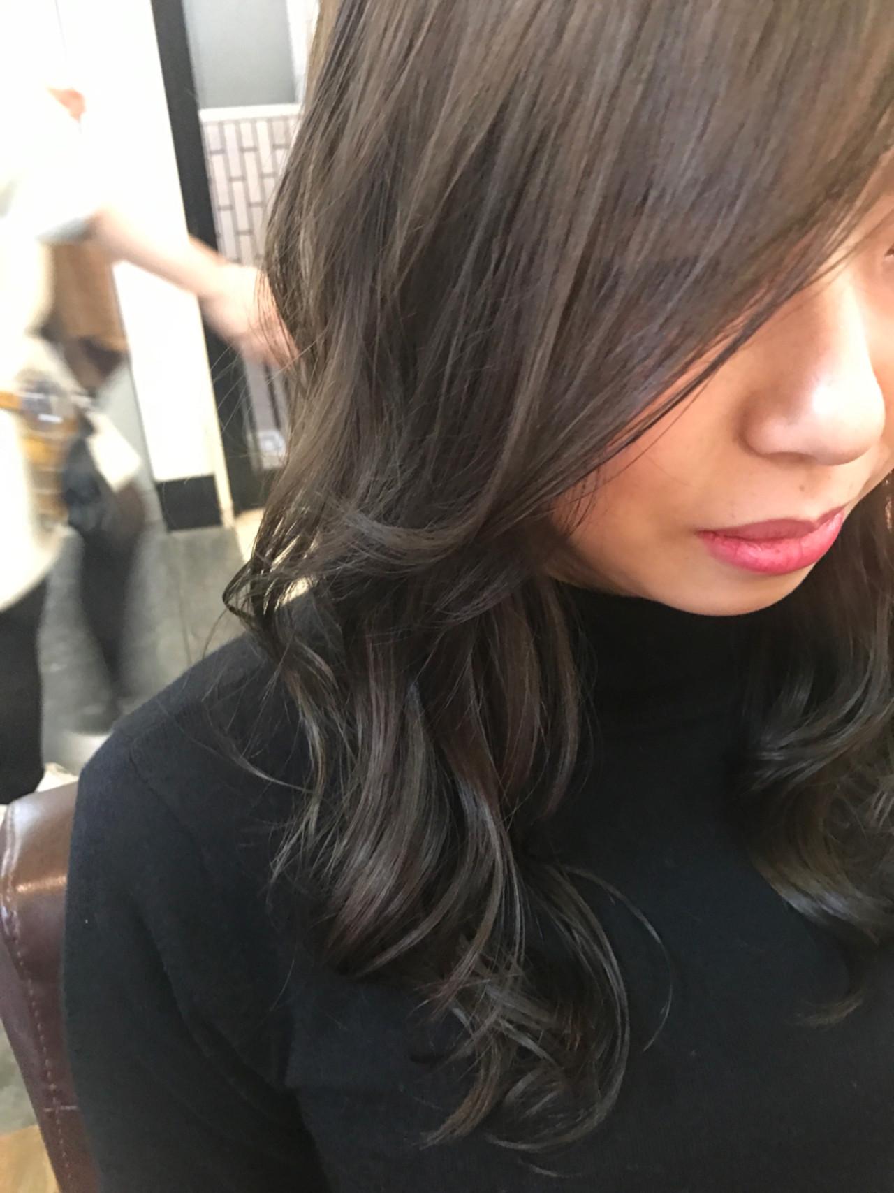 外国人風 グレー ロング カーキ ヘアスタイルや髪型の写真・画像 | 井上瑛絵 / vicushair