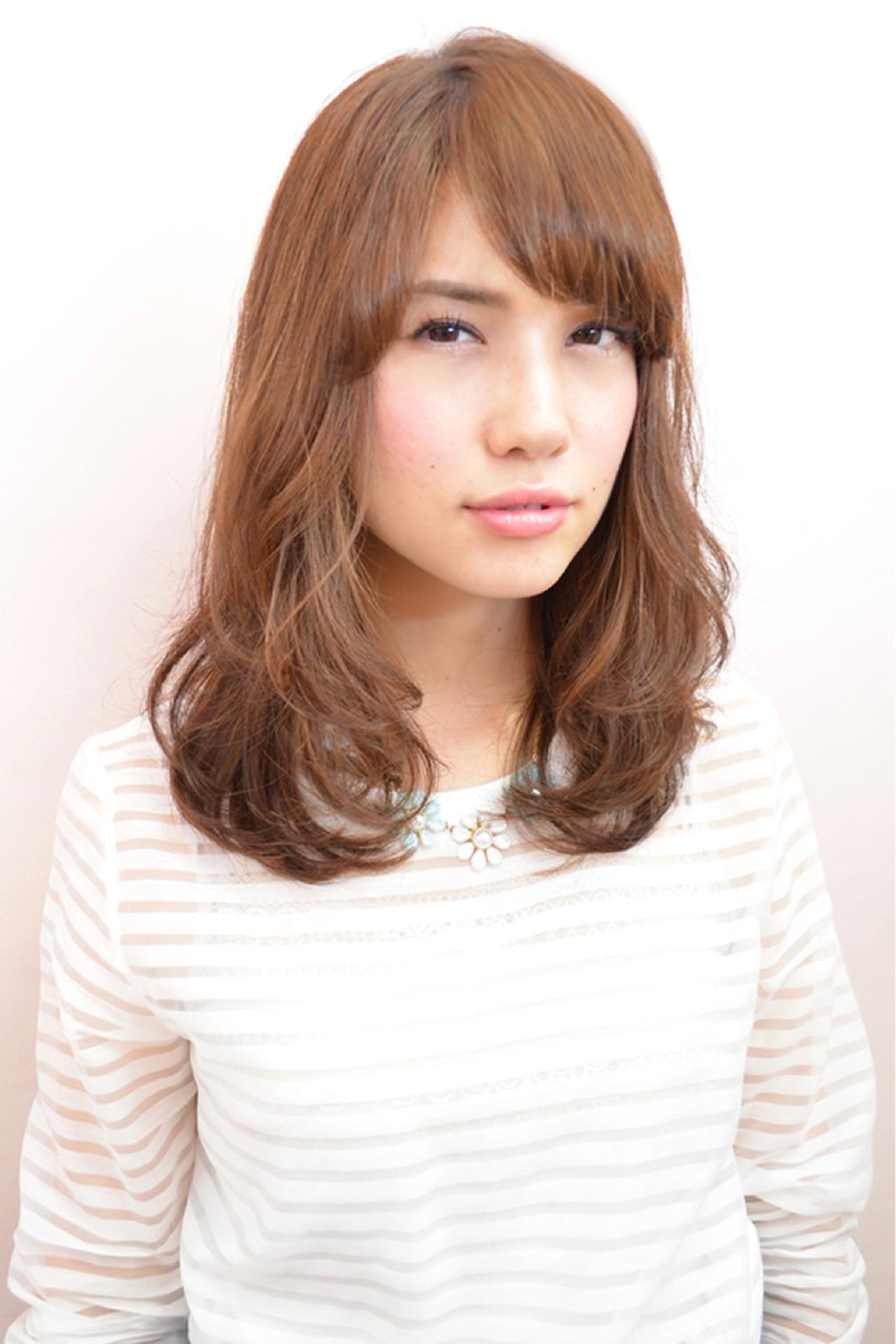 セミロング フェミニン パーマ ナチュラル ヘアスタイルや髪型の写真・画像 | 平桜 真浩/RED☆HOT / REDHOT