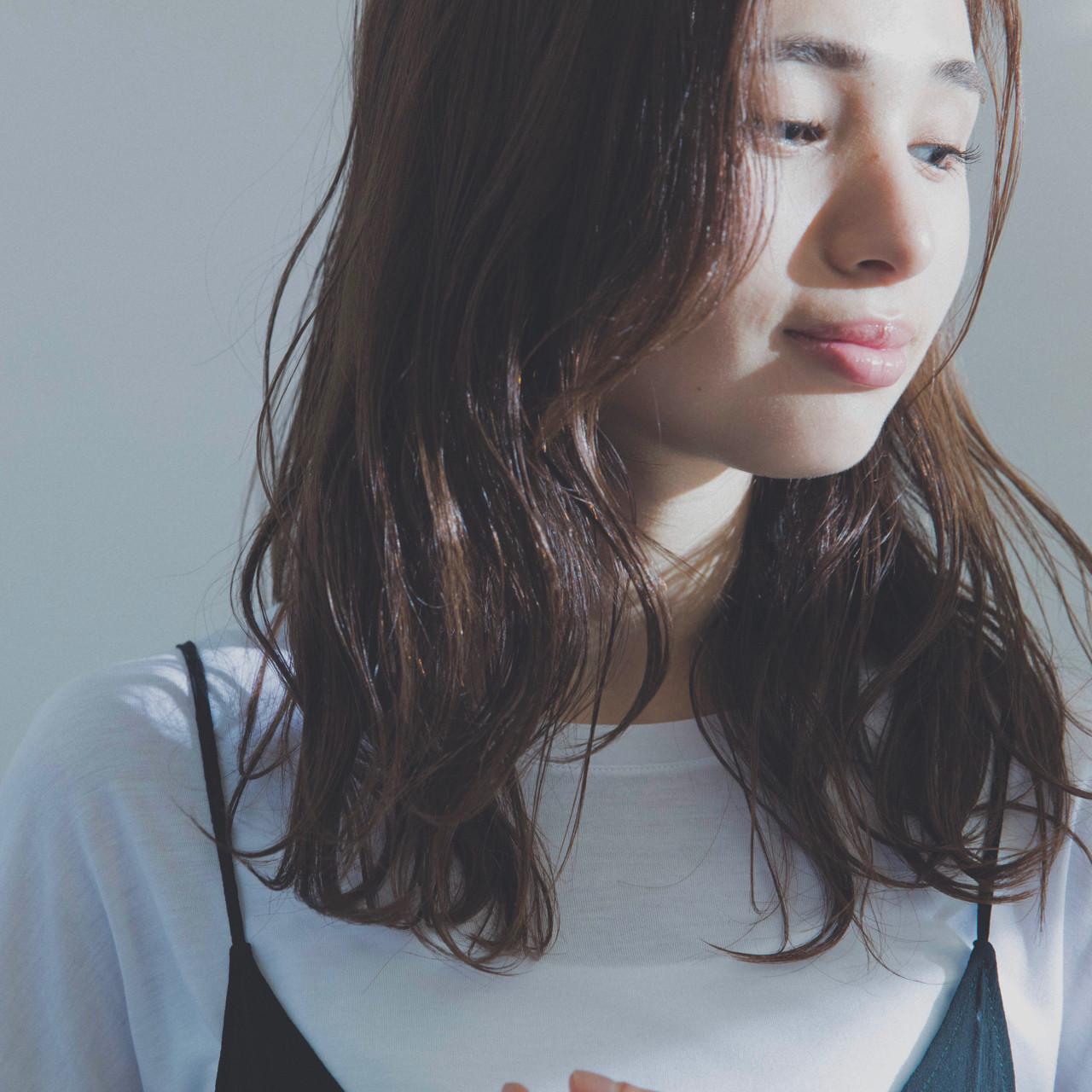セミロング ウェットヘア パーマ 大人女子 ヘアスタイルや髪型の写真・画像 | 北田 ゆうすけ / December/