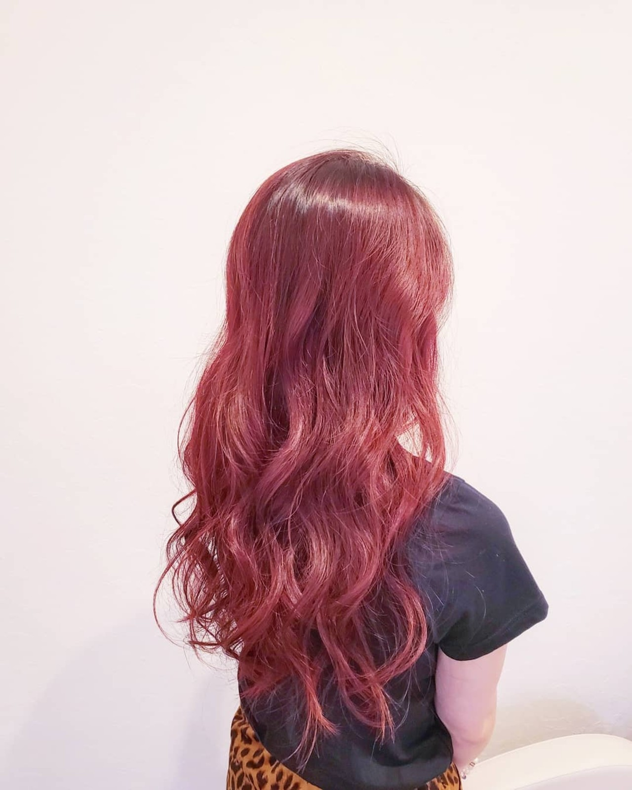 ハイトーン レッド ピンク ロング ヘアスタイルや髪型の写真・画像 | 浅原 有輝 / rough