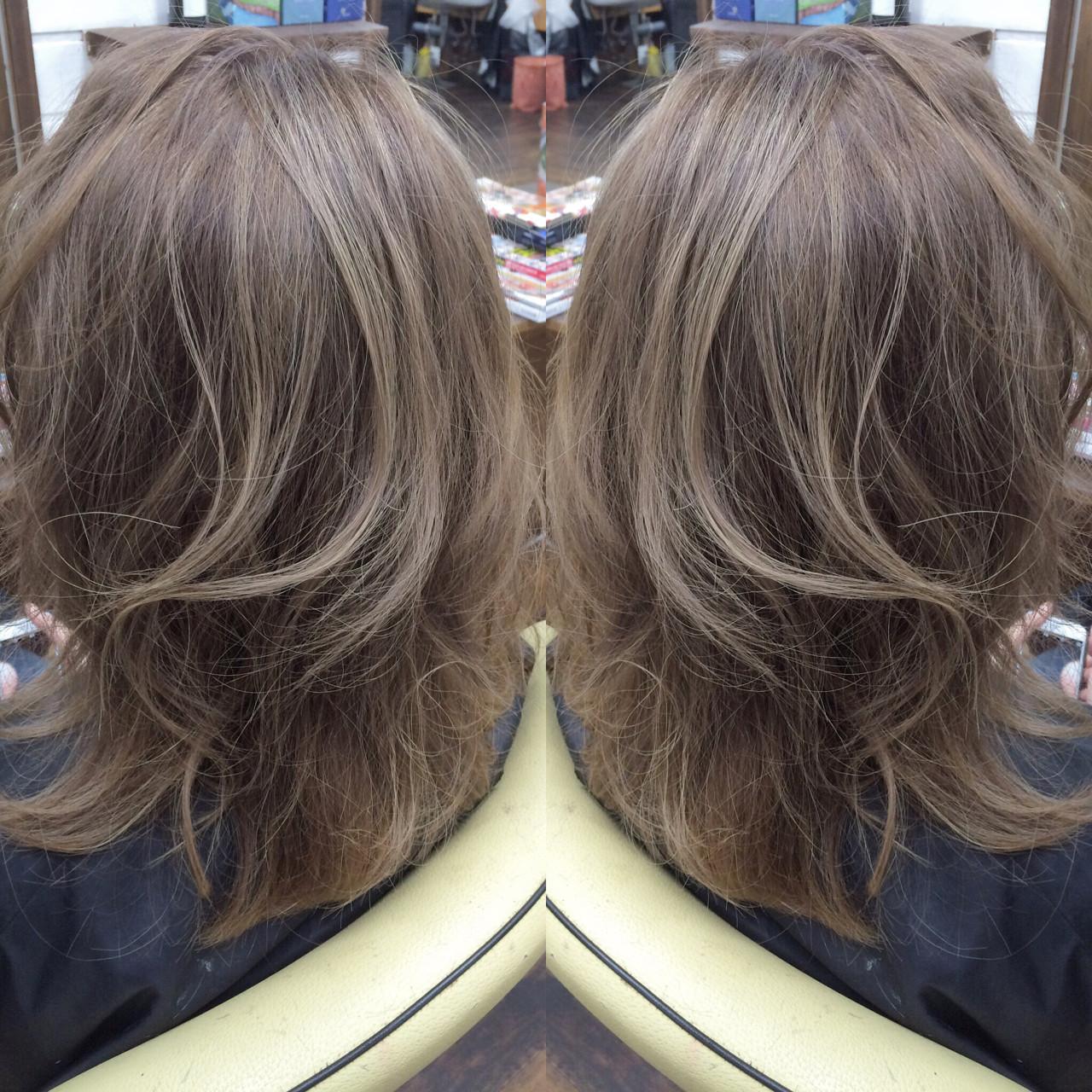 アッシュ セミロング グレージュ ガーリー ヘアスタイルや髪型の写真・画像
