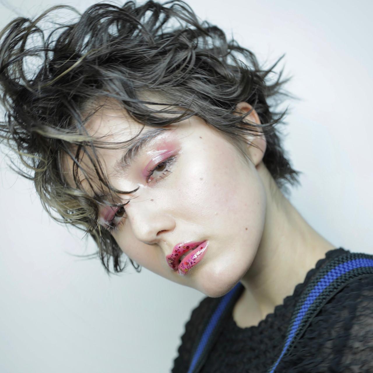 パーマ ミルクティー 黒髪 ショート ヘアスタイルや髪型の写真・画像 | Sachiko Handa / assort