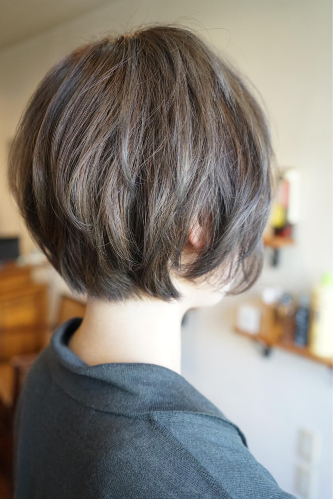 ショート グレーアッシュ アッシュ ストリート ヘアスタイルや髪型の写真・画像