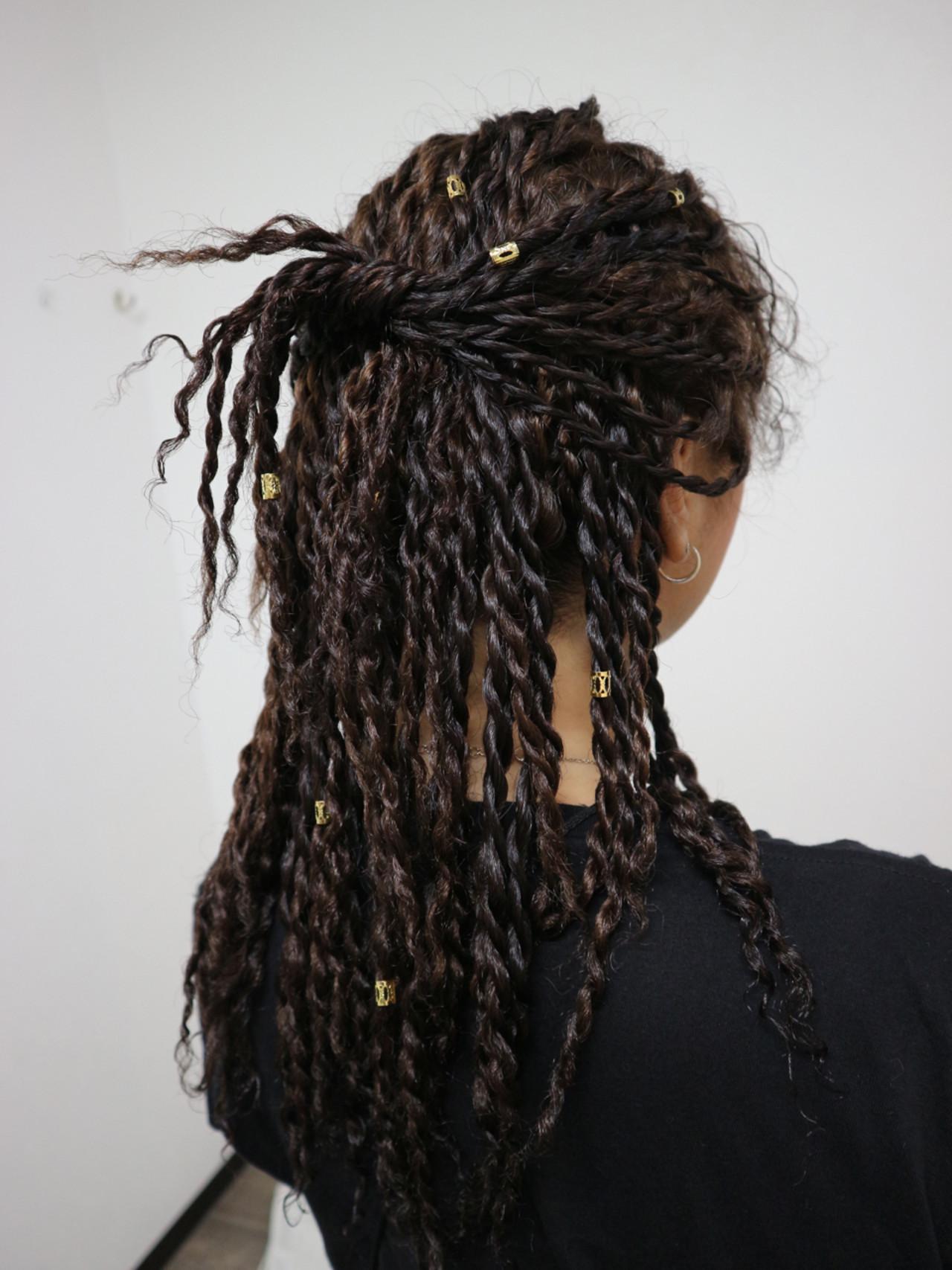 スパイラルパーマ 簡単ヘアアレンジ ストリート ロング ヘアスタイルや髪型の写真・画像