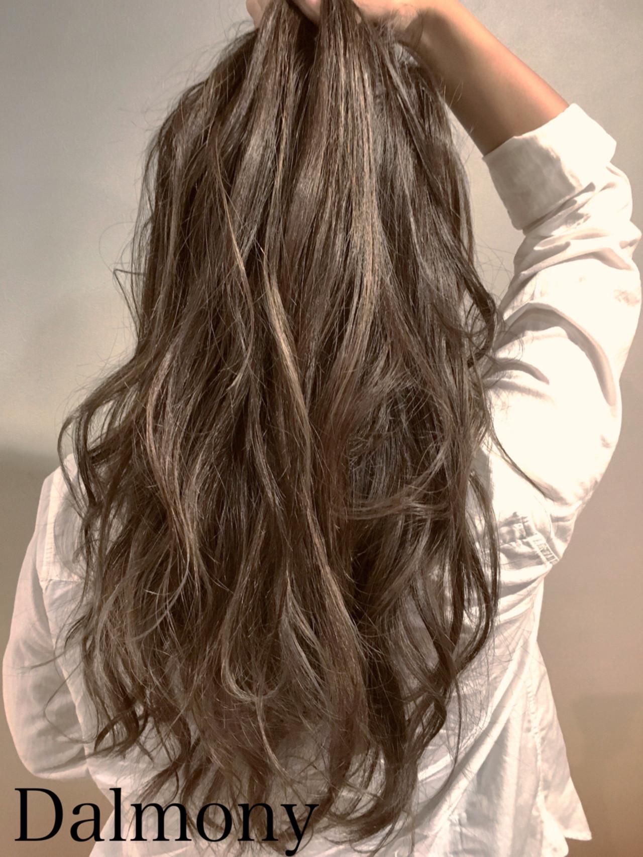 グレージュ ナチュラル ゆるふわ 巻き髪 ヘアスタイルや髪型の写真・画像